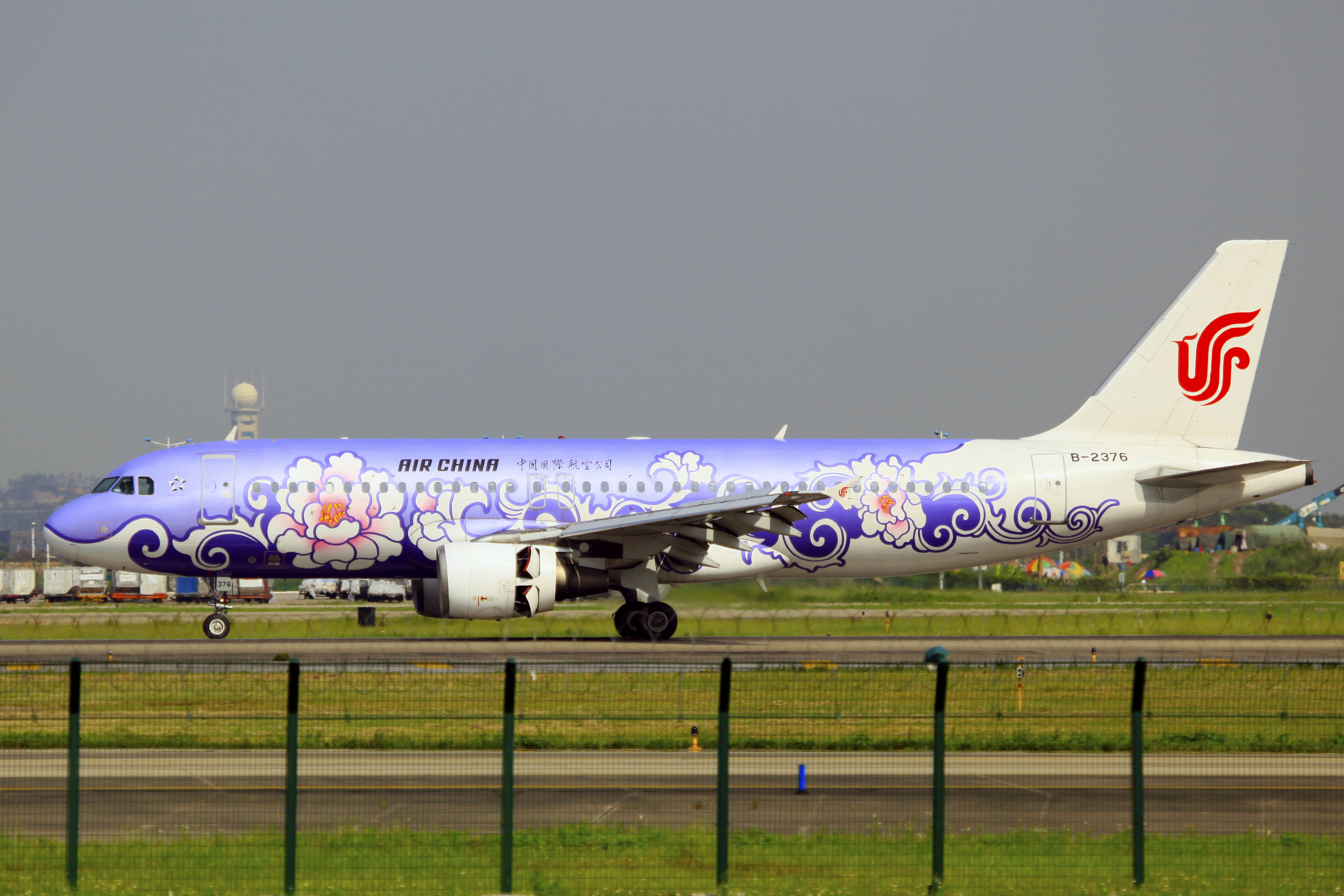 File:B-2376 - Air China - Airbus A320-214 - Purple Peony
