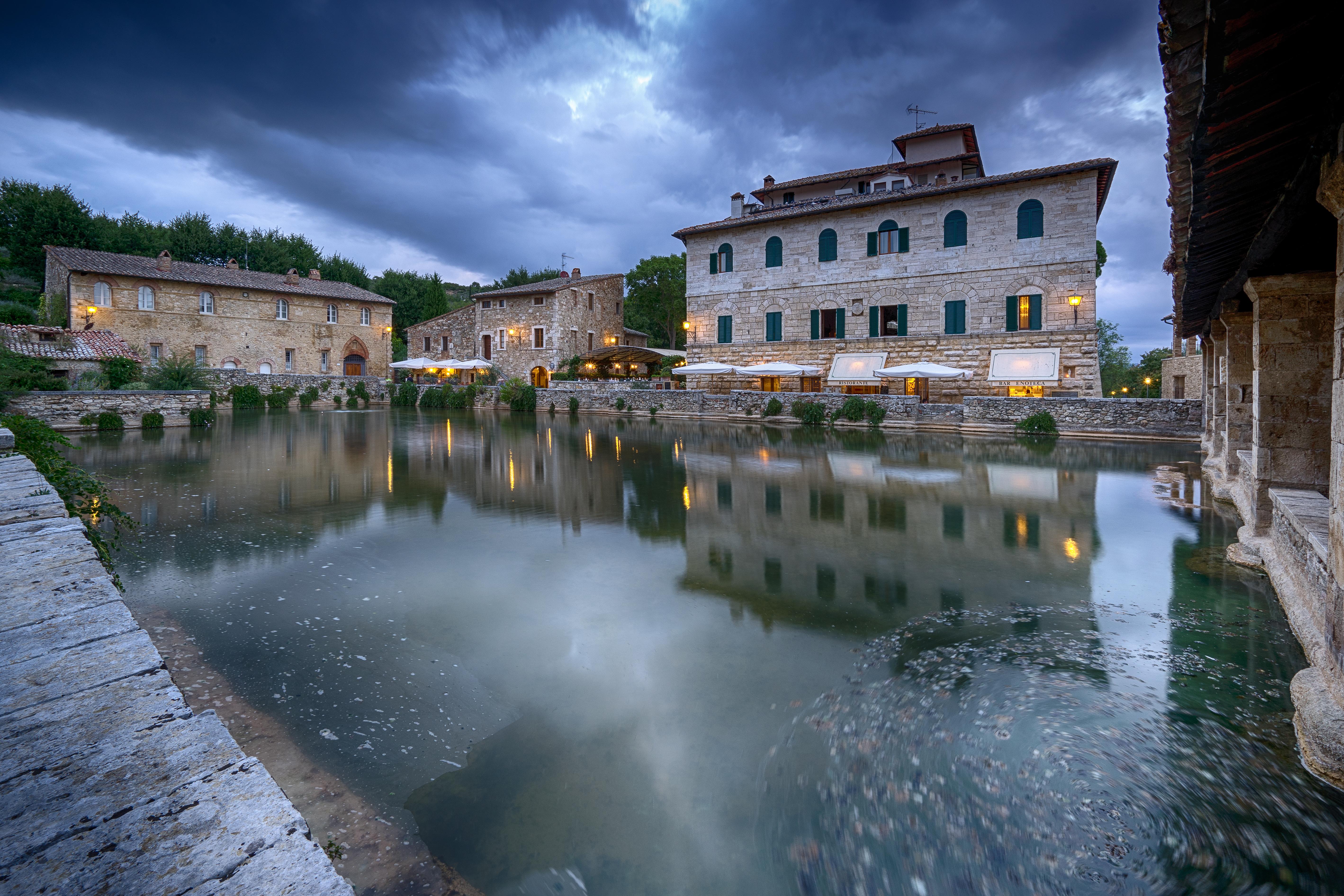 Bagno vignoni bagno vignoni vasca termale e il palazzo rossellino