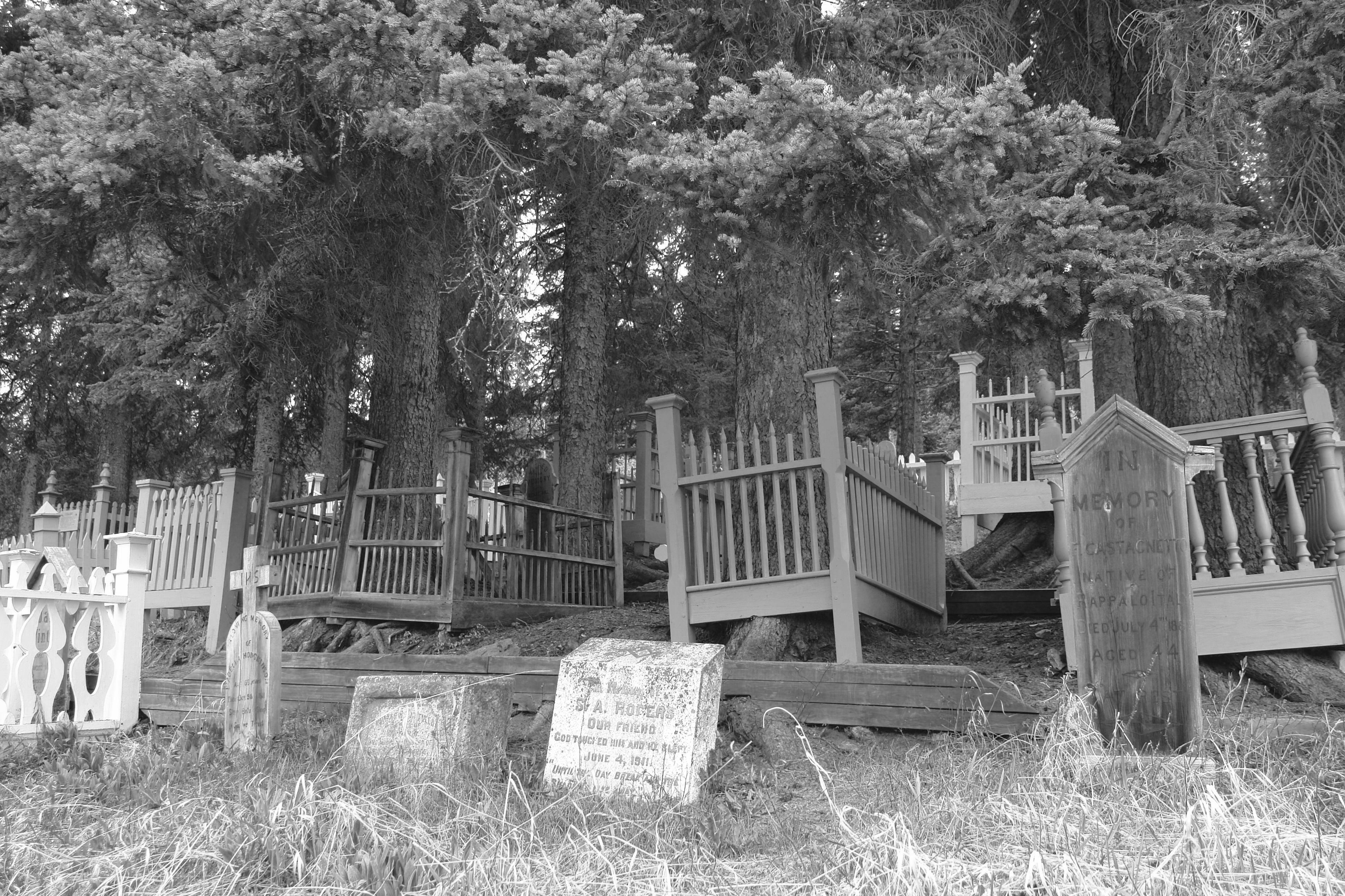 File:Barkerville BC Cemetery; Black & White.jpg ...  File:Barkervill...