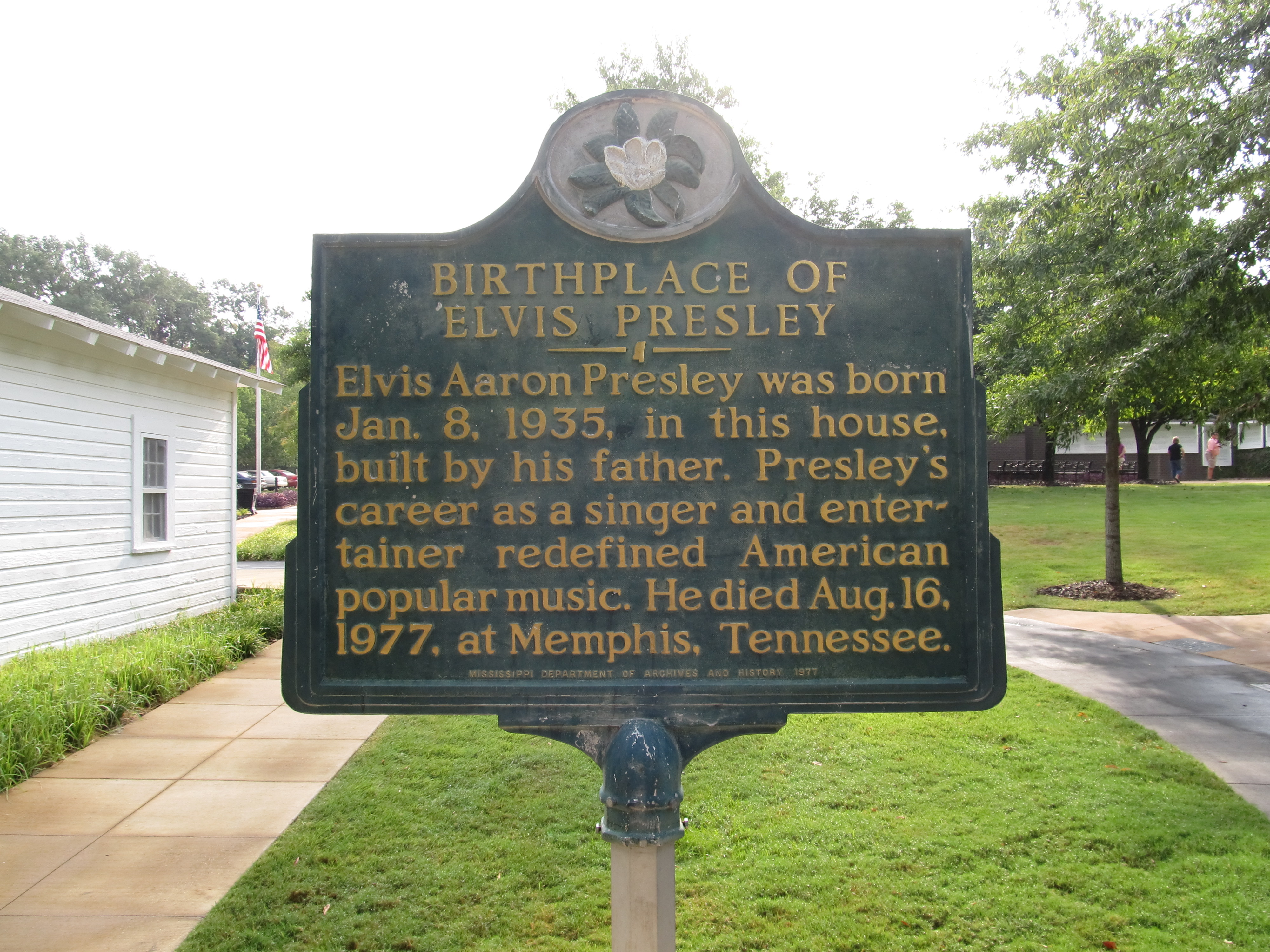 history of elvis the american icon history essay Elvis presley - king of rock 'n history literature fiction out by being a bad influence to becoming a worldwide icon before i start talking about elvis and.