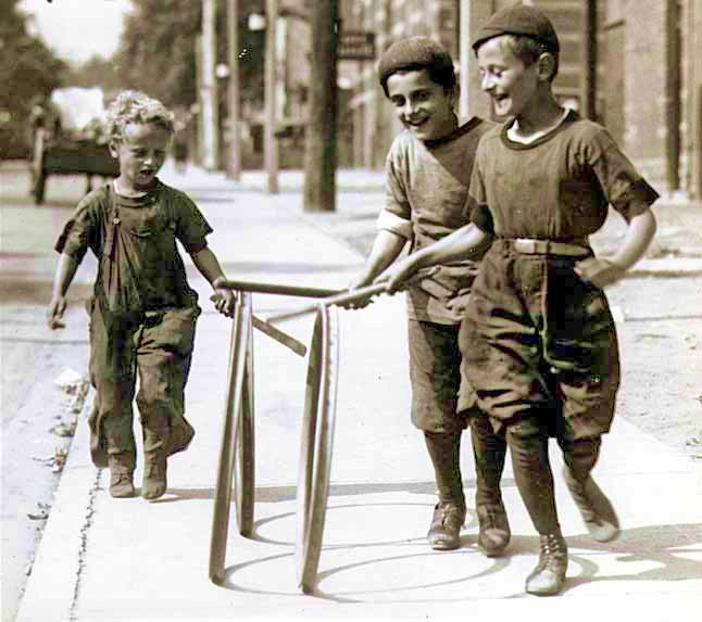 File:Boys with hoops on Chesnut Street.jpg