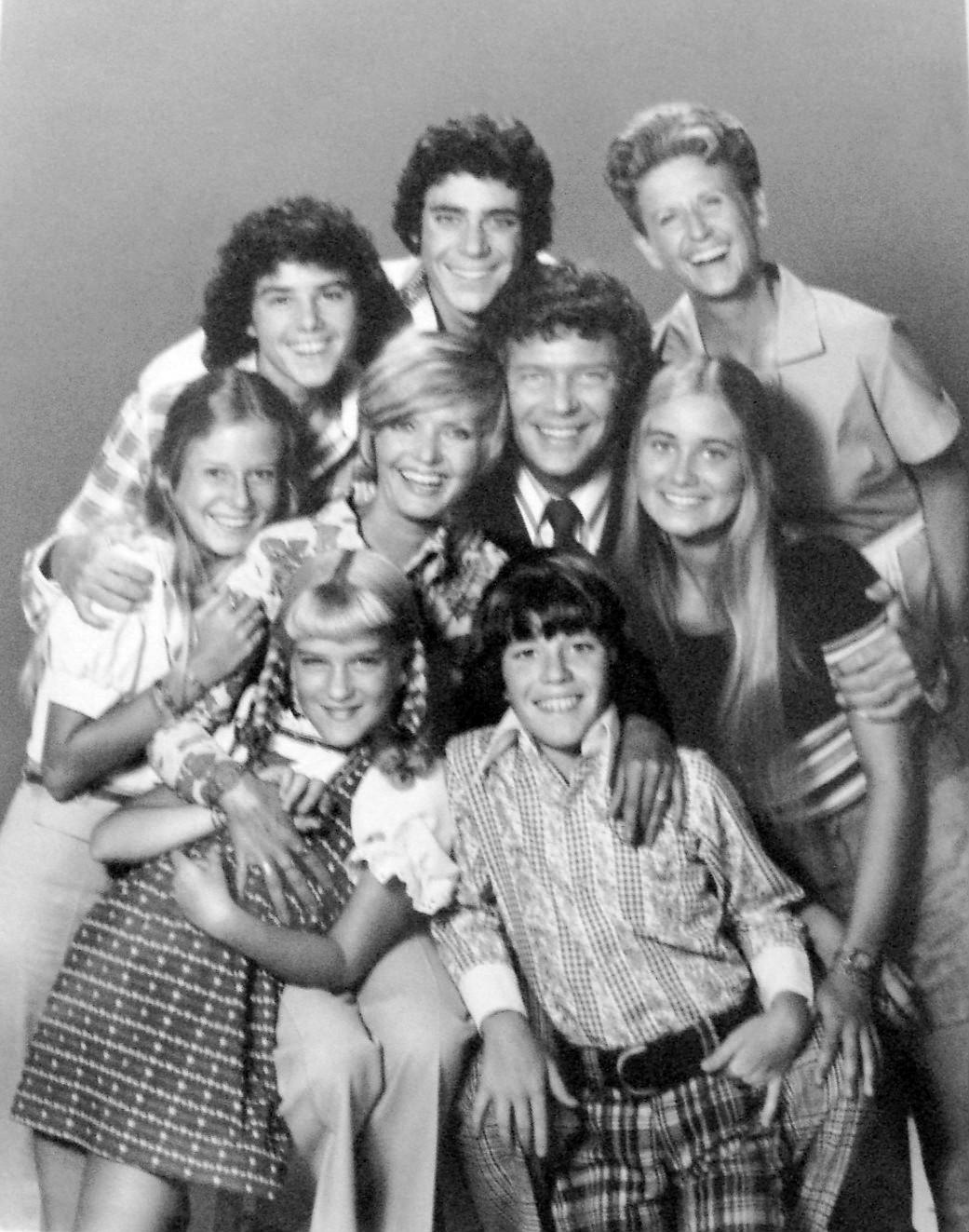 File:Brady Bunch full cast 1973.JPG - Wikimedia Commons