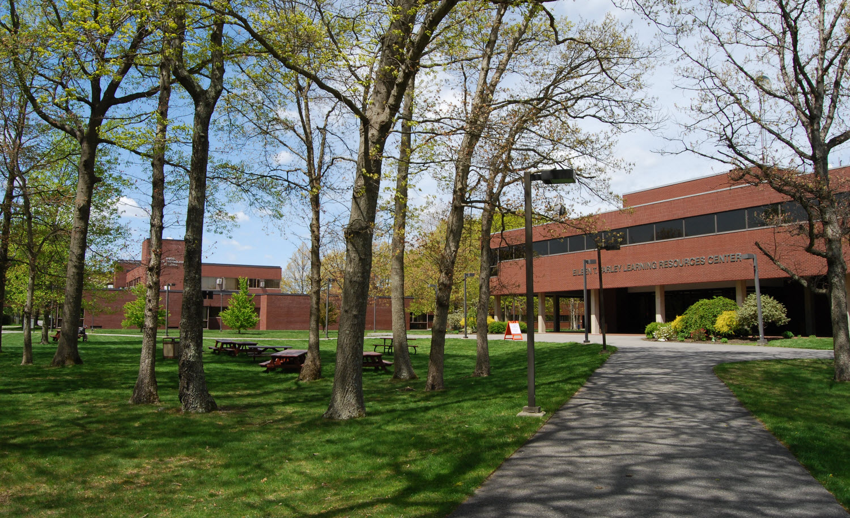 File:Bristol Community College campus, Fall River, Massachusetts
