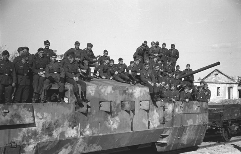 File:Bundesarchiv B 145 Bild-F016218-0029A, Krim, Panzerzug, Besichtigung Hans v. Ahlfen.jpg