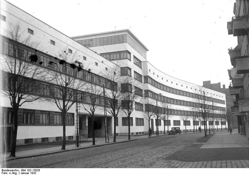 Polizeiunterkunft Bundesarchiv, Bild 102-13028 / CC-BY-SA 3.0 [CC BY-SA 3.0 de (https://creativecommons.org/licenses/by-sa/3.0/de/deed.en)], via Wikimedia Commons