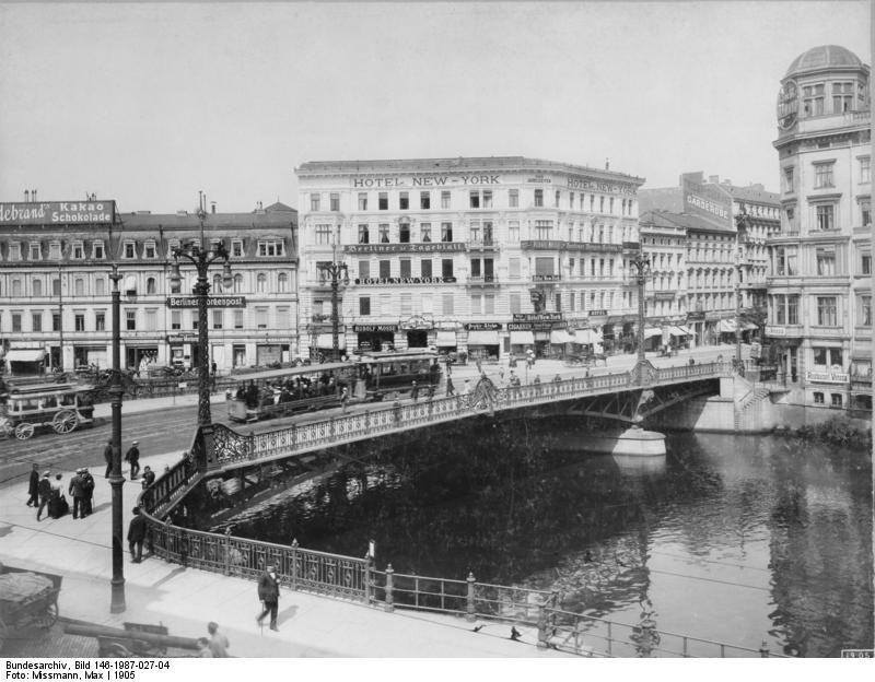 Bundesarchiv Bild 146-1987-027-04, Berlin, Weidendamer Brücke.jpg