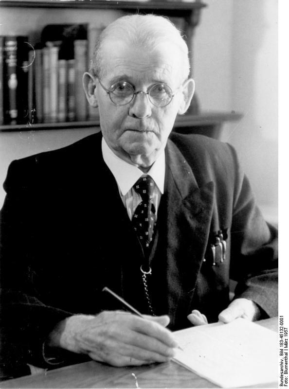 File:Bundesarchiv Bild 183-21564-0385, Hermann Haack, Prof