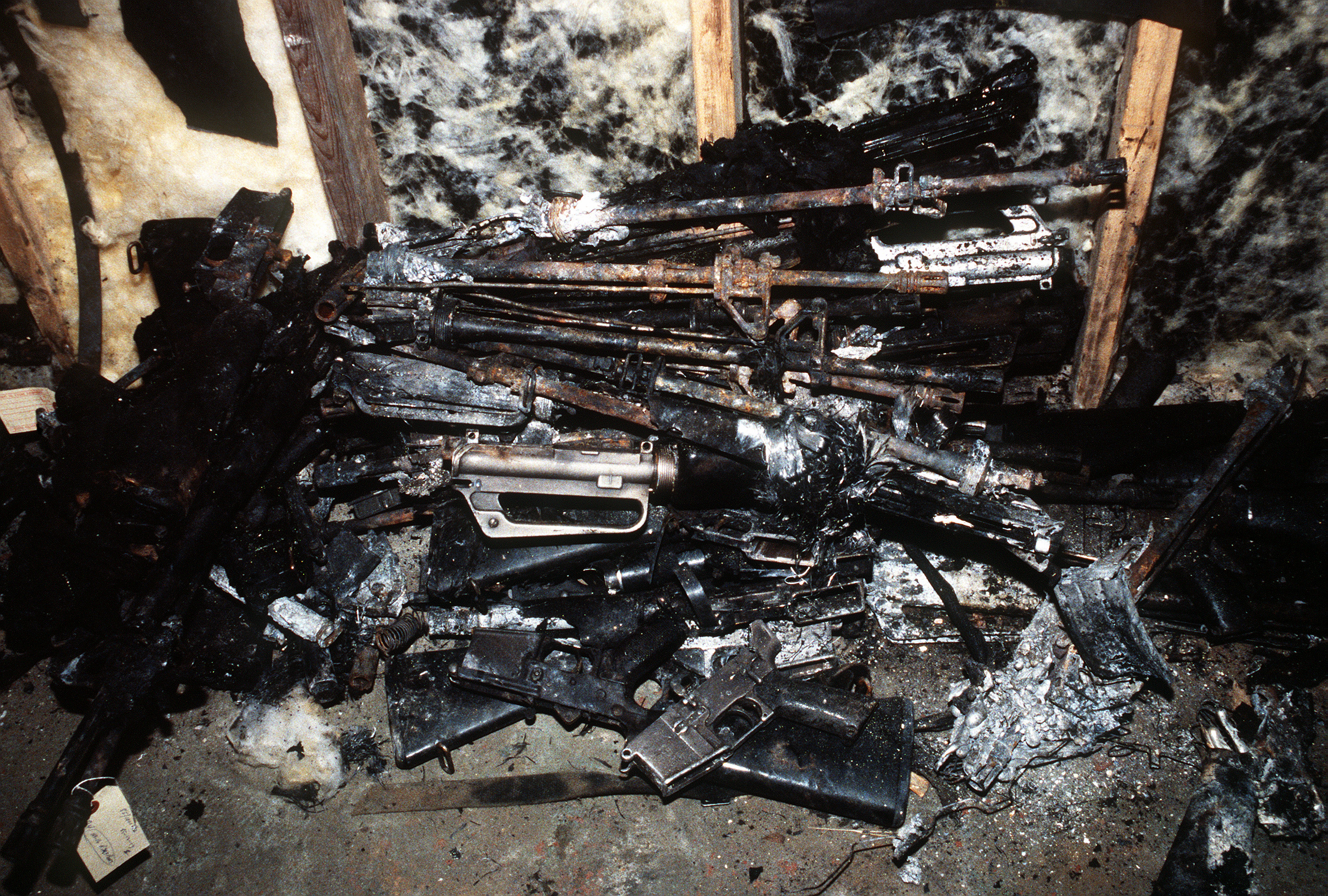 File:Charred weapons found in the wreckage of Arrow Air Flight 1285.jpg