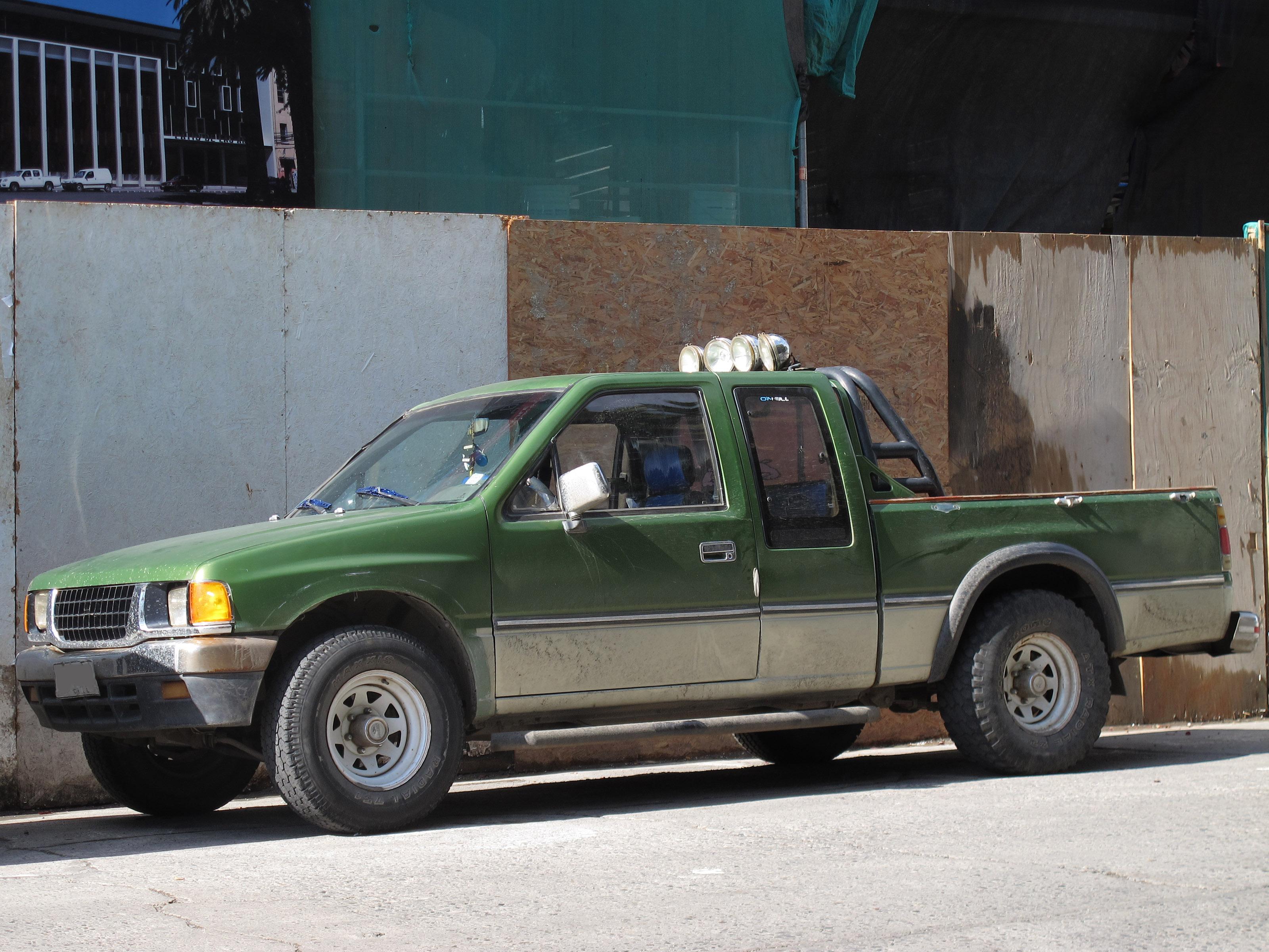 File:Chevrolet Luv 2300 DLX Space Cab 1994 (16847121763).jpg