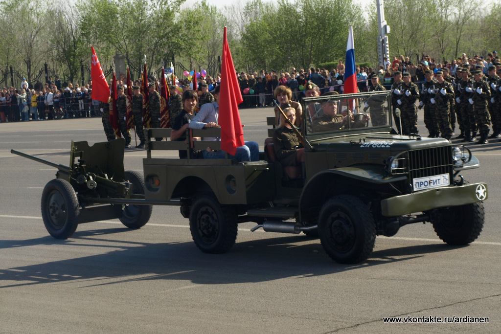 German 50 Mm Anti Tank Gun: File:Dodge WC-51 Towing A M-37 Anti-tank Gun On A Parade