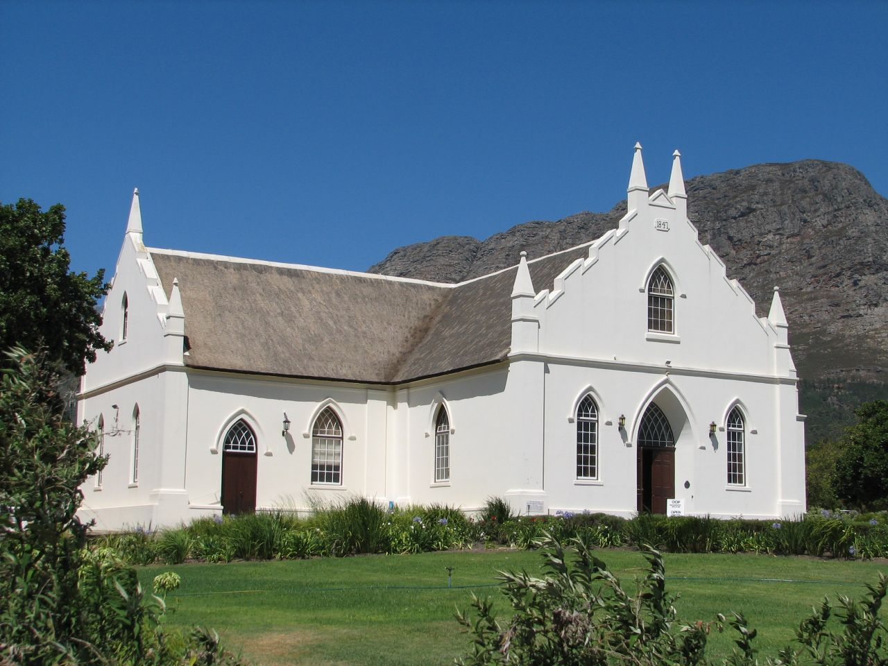 File:Dutch Reformed Church, Franschhoek, South Africa.jpg
