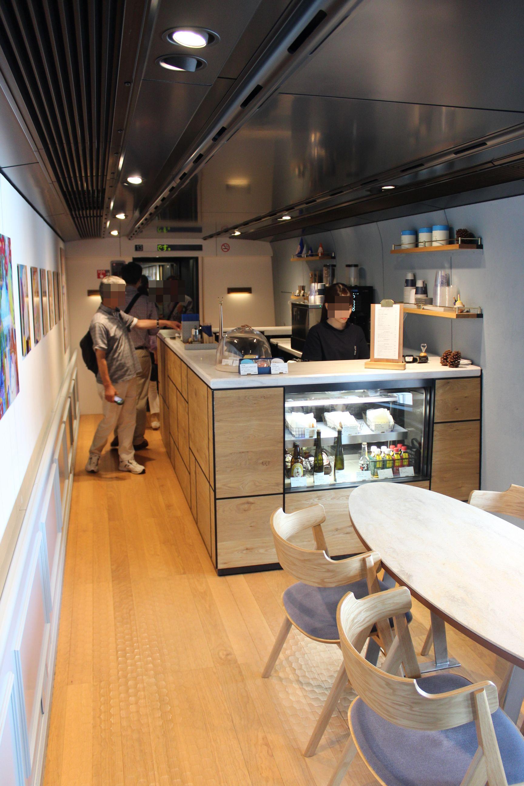 e3-700 genbi shinkansen car13 cafe.jpg