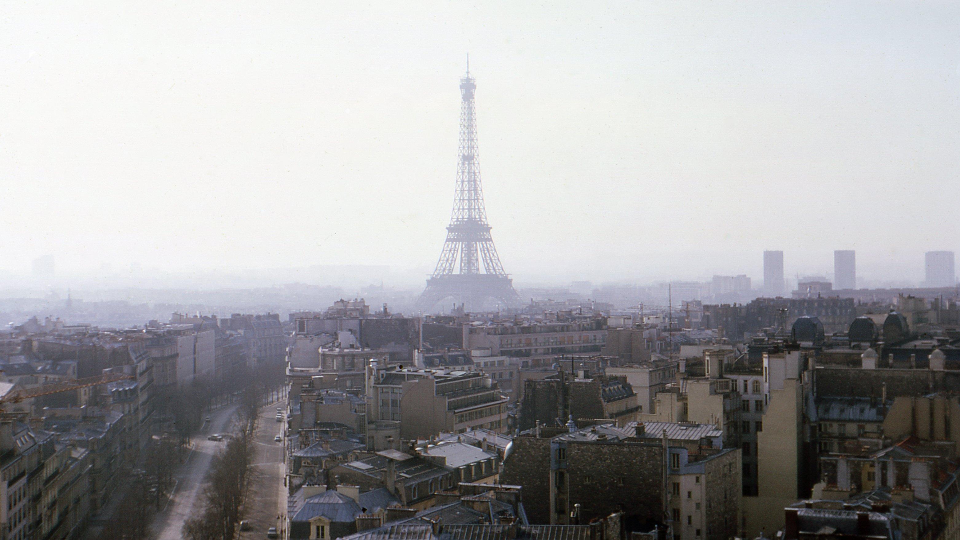 File eiffel tower from arc de triomphe de l 39 toile paris april - L eclat de verre paris ...