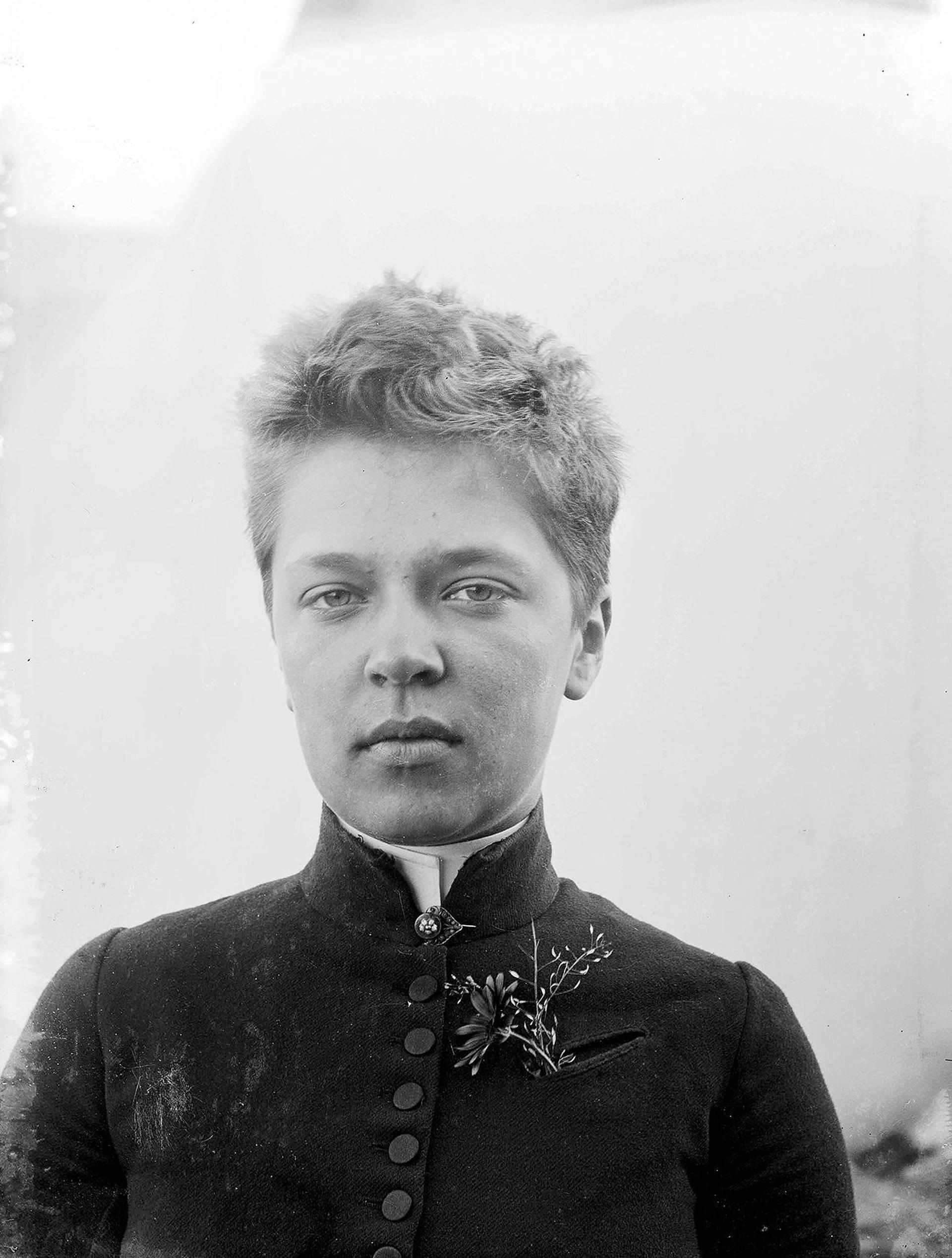 File:Ellen-Thesleff-1890s.jpg - Wikimedia Commons