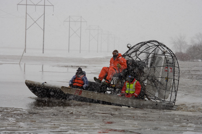 FEMA_-_40379_-_Search_and_Rescue_volunte