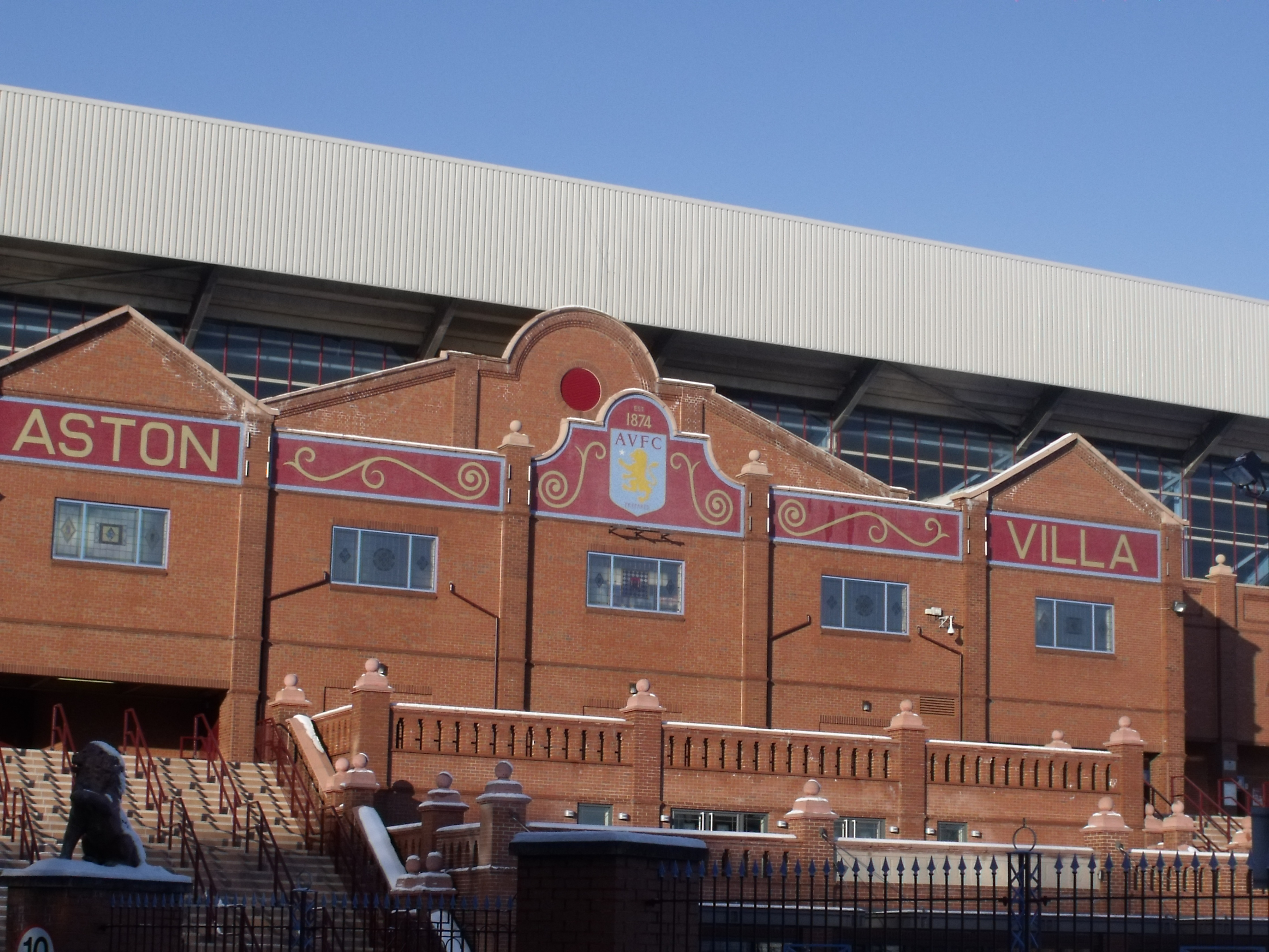 file facade of the holte end villa wikimedia commons. Black Bedroom Furniture Sets. Home Design Ideas