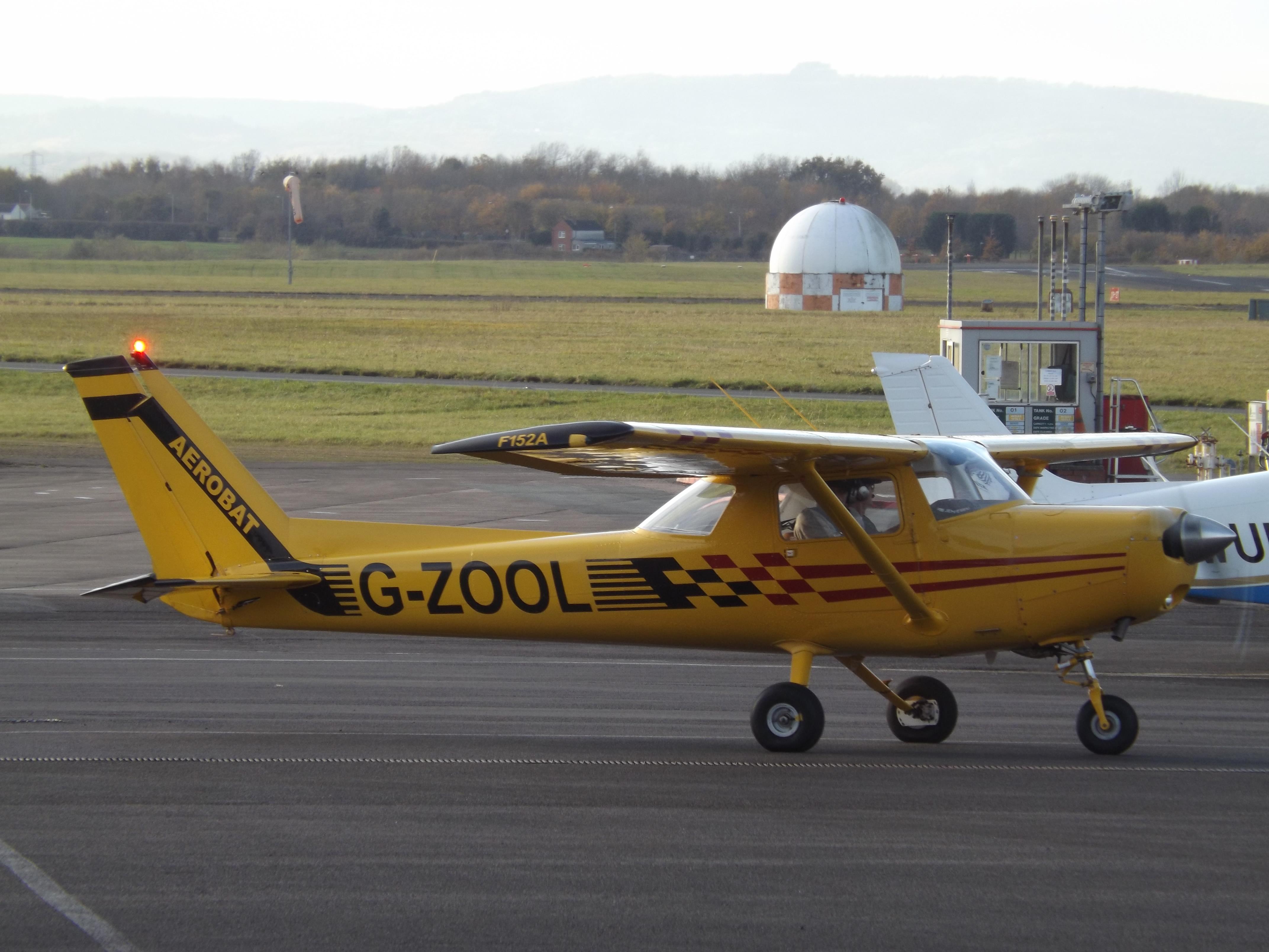 File:G-ZOOL Reims Cessna 152 Private (40005821514) jpg