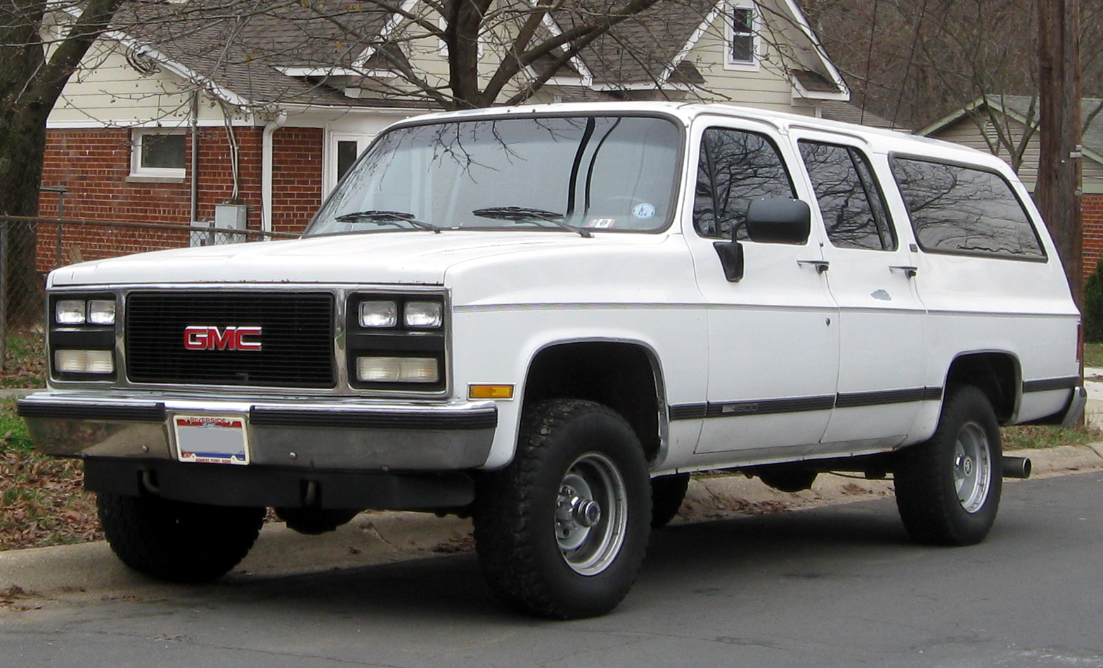 Description GMC Suburban -- 12-14-2011.jpg