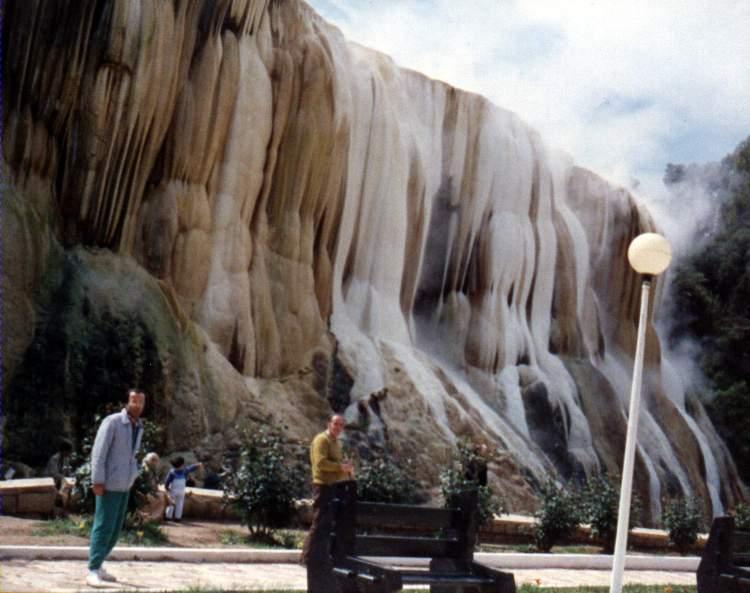 مدينة حمام دباغ الساحرة - الجزائر Hammam_Meskhoutine.j