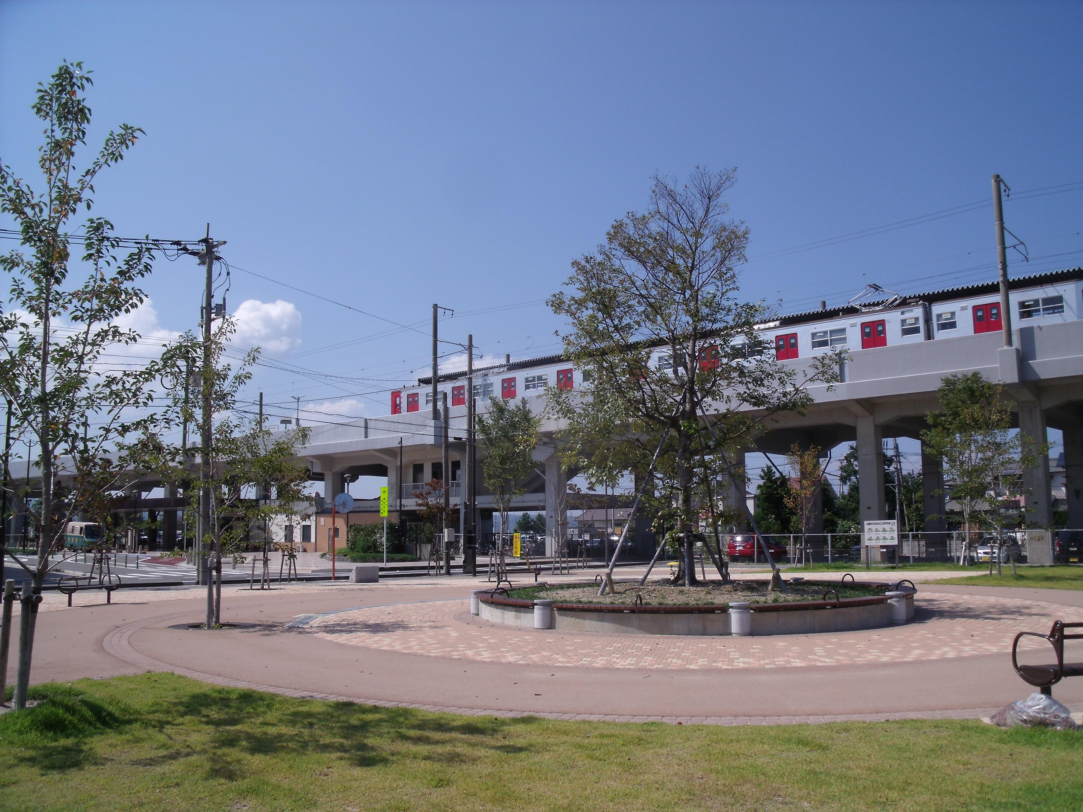 https://upload.wikimedia.org/wikipedia/commons/9/9f/Higashi-Karatsu_Station_3.JPG