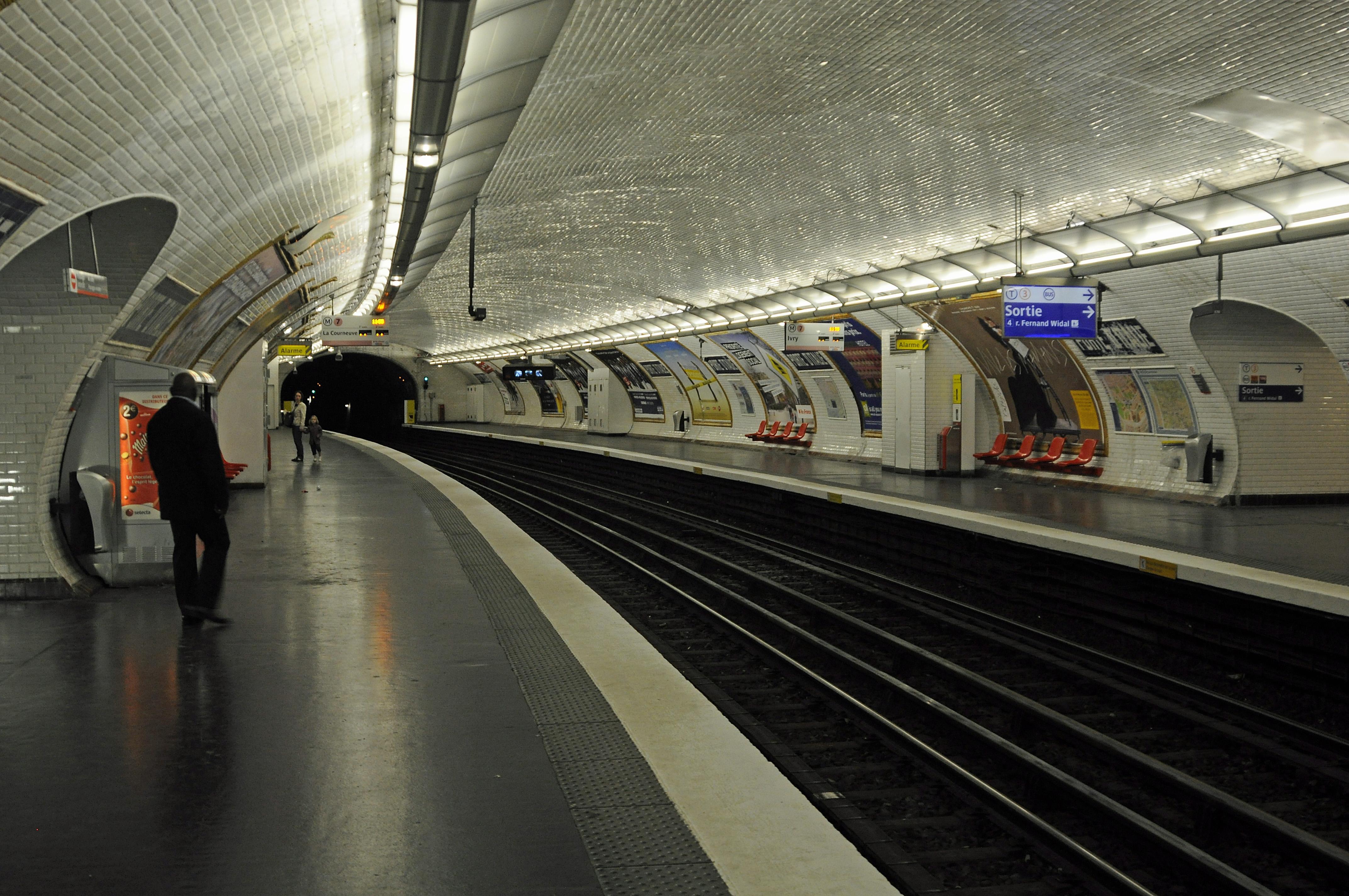 File inside porte d 39 italie paris metro - Porte d italie metro ...