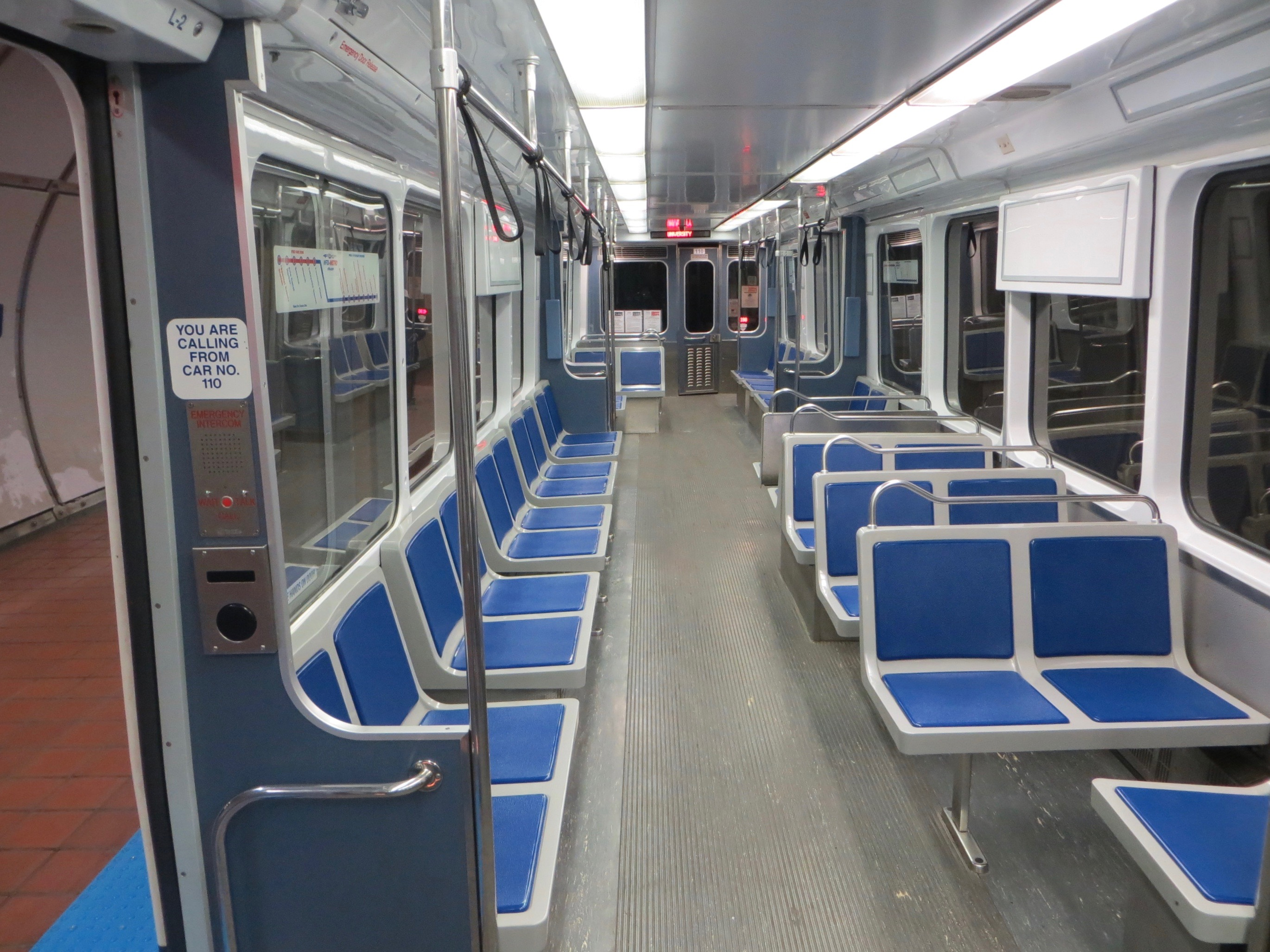 file interior of a buffalo metro rail lrv 2015 jpg wikimedia commons. Black Bedroom Furniture Sets. Home Design Ideas