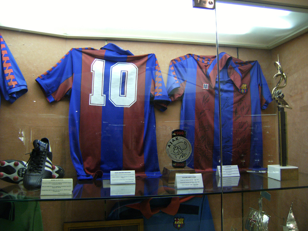 077b7966e File Maradona Barcelona shirt.jpg - Wikimedia Commons