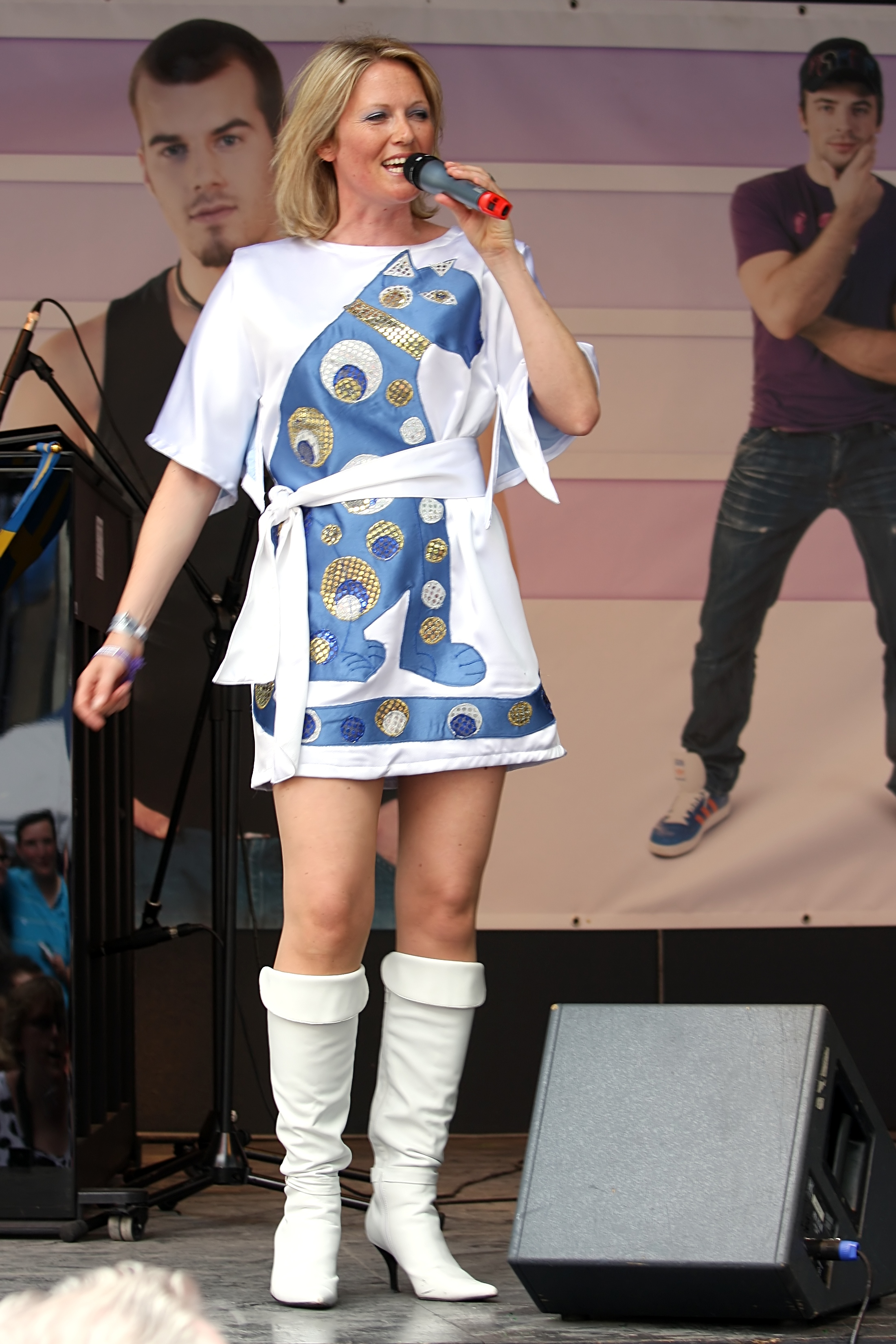 File:Meike Gottschalk als Agnetha - ColognePride 2009 (2384).jpg