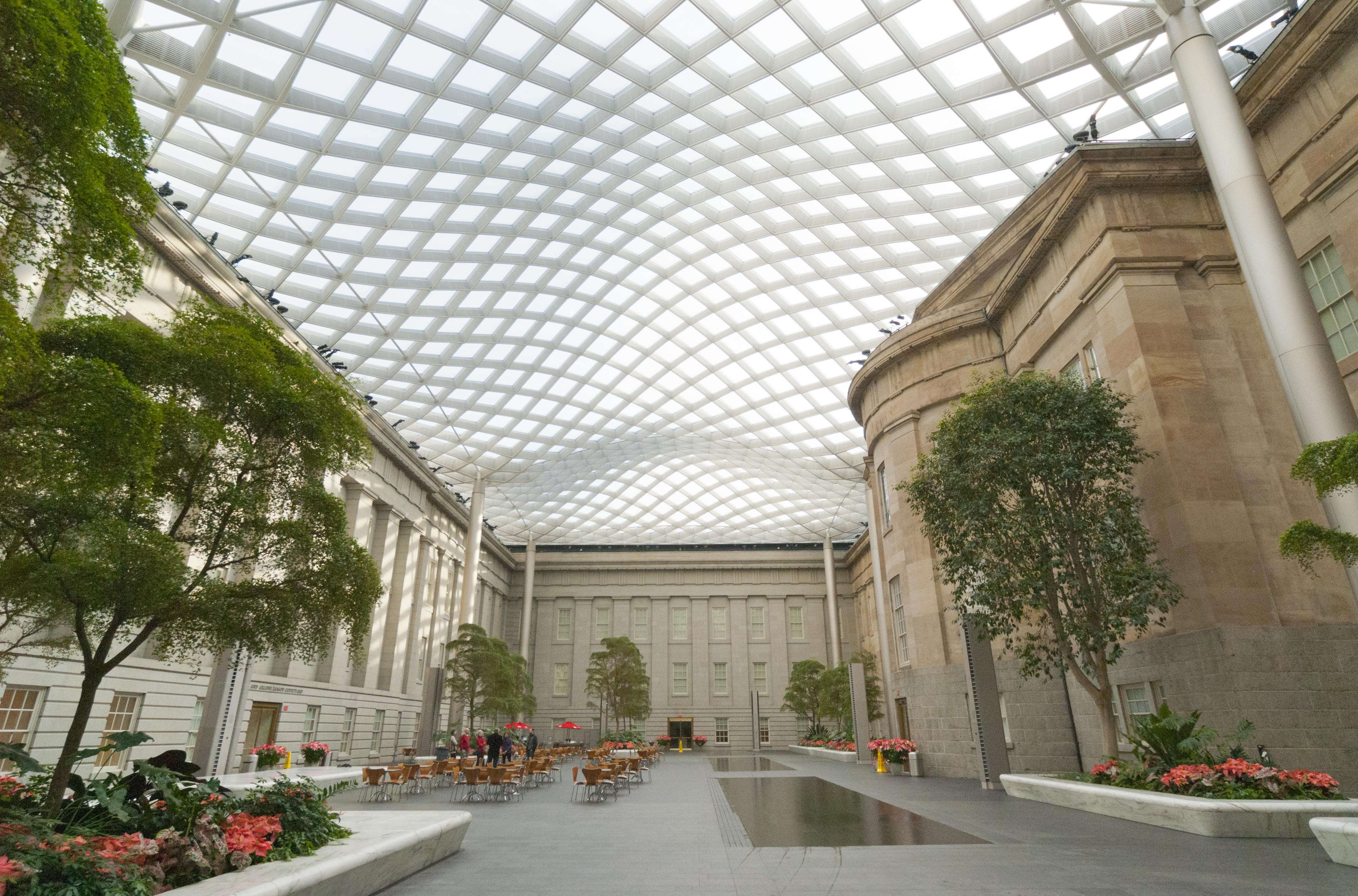 File museum kogod courtyard wikimedia commons for Courtyard landscape oostburg wi