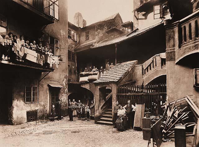 Le quartier Juif de Josefov à Prague avant 1905.