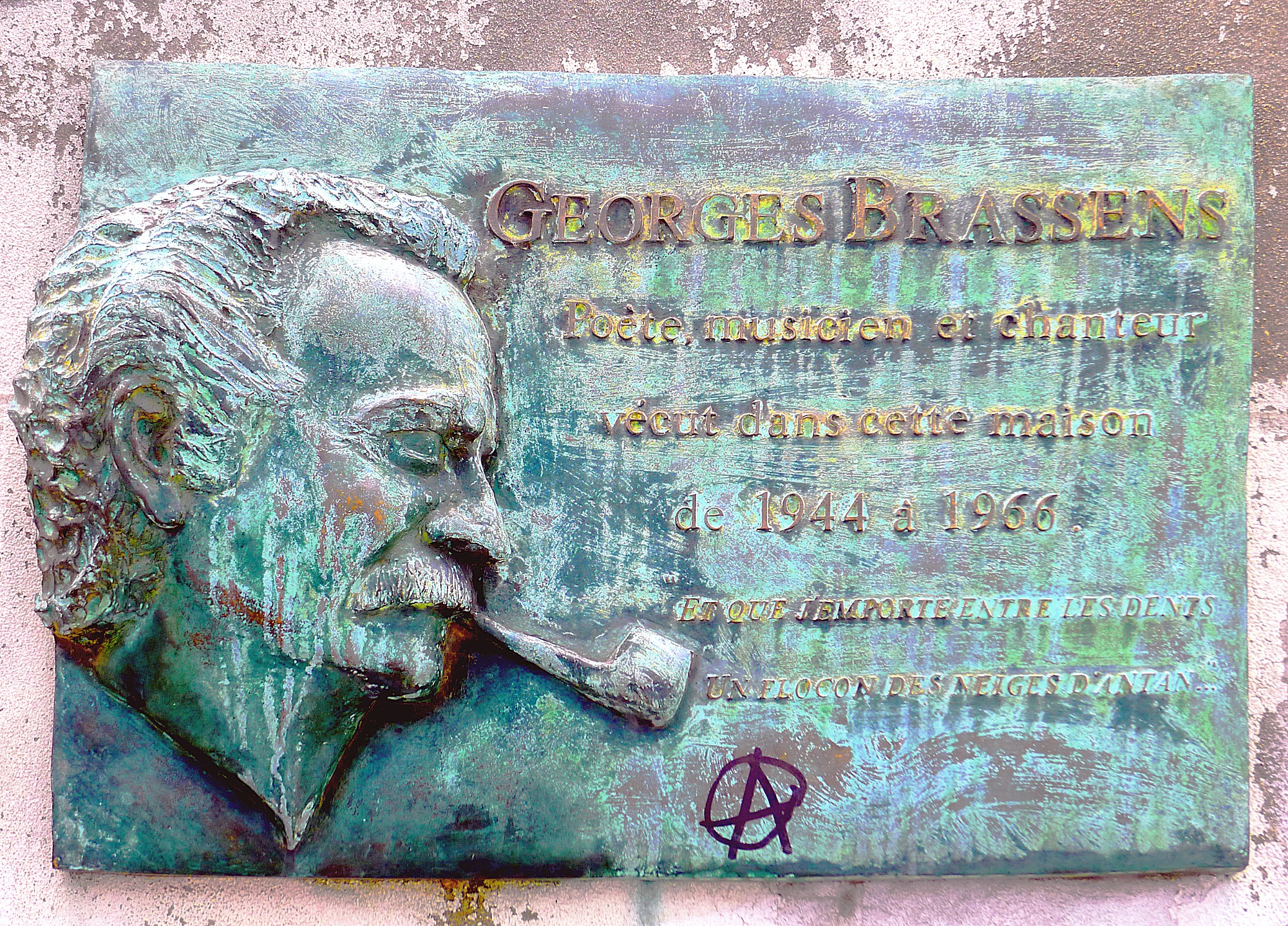 http://upload.wikimedia.org/wikipedia/commons/9/9f/P1090716_Paris_XIV_impasse_Florimont_plaque_Georges-Brassens_rwk.JPG