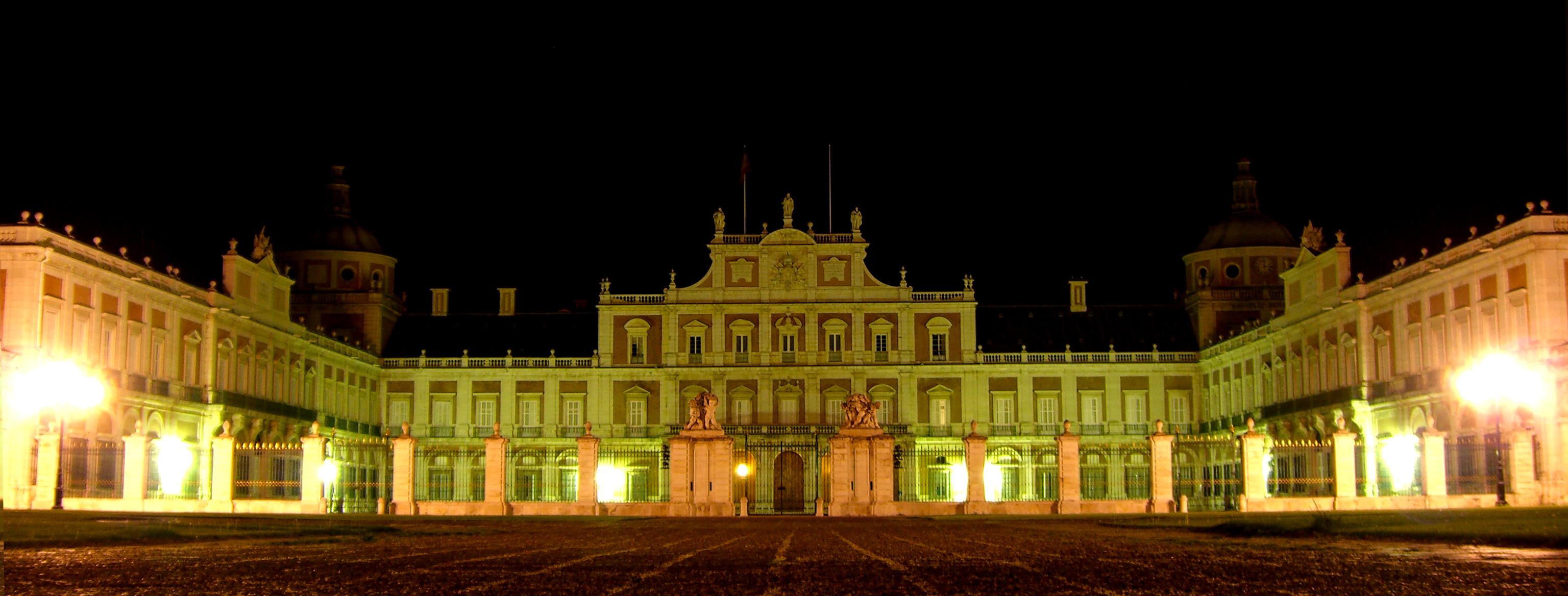 File palacio real de aranjuez exterior for Casa y jardin madrid