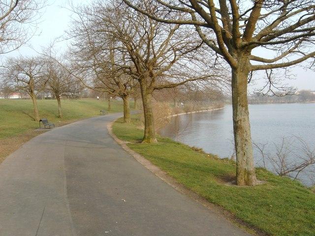 Pathway around Hogganfield Loch - geograph.org.uk - 382179