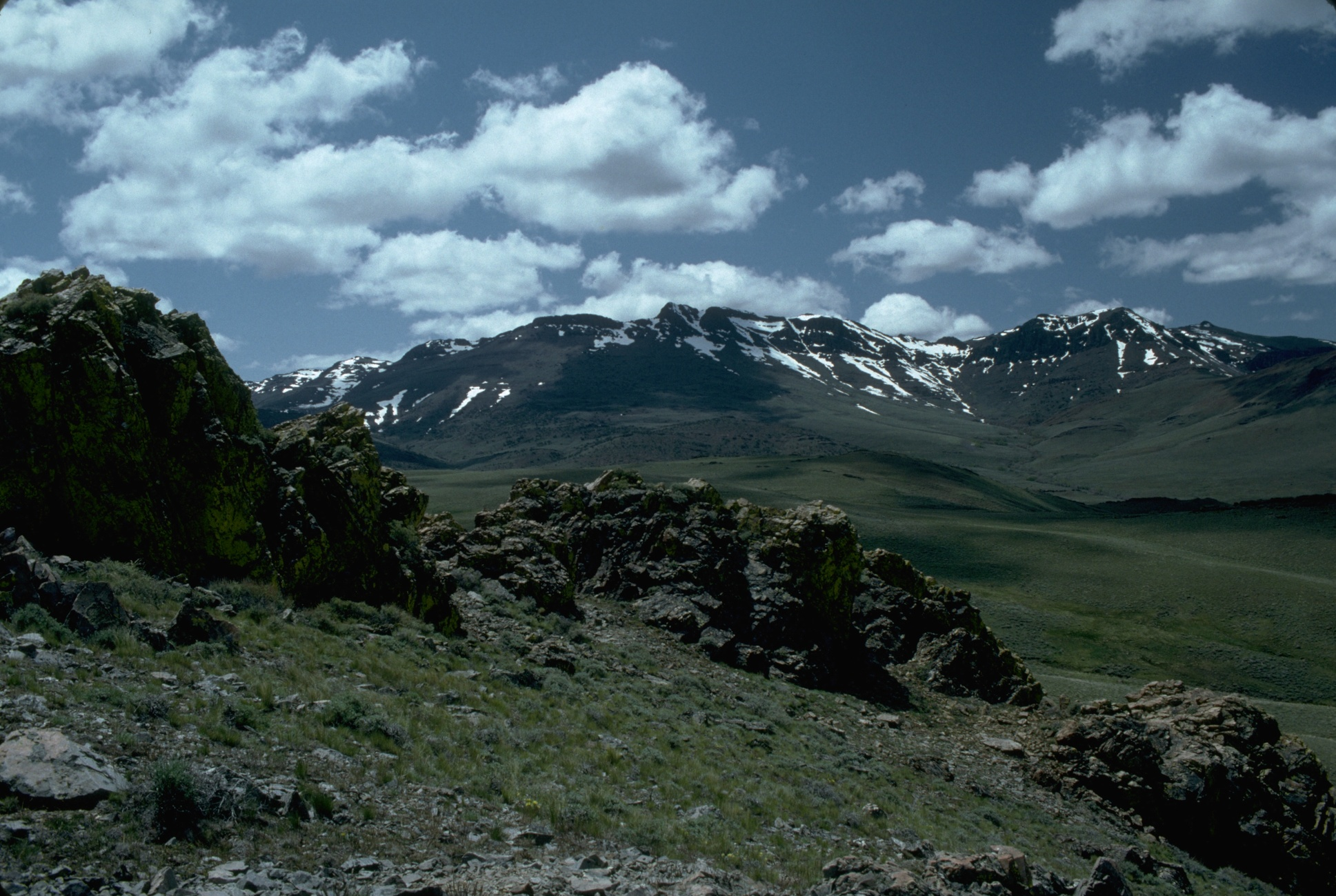 http://upload.wikimedia.org/wikipedia/commons/9/9f/Pueblo_Mountains,_Oregon.jpg