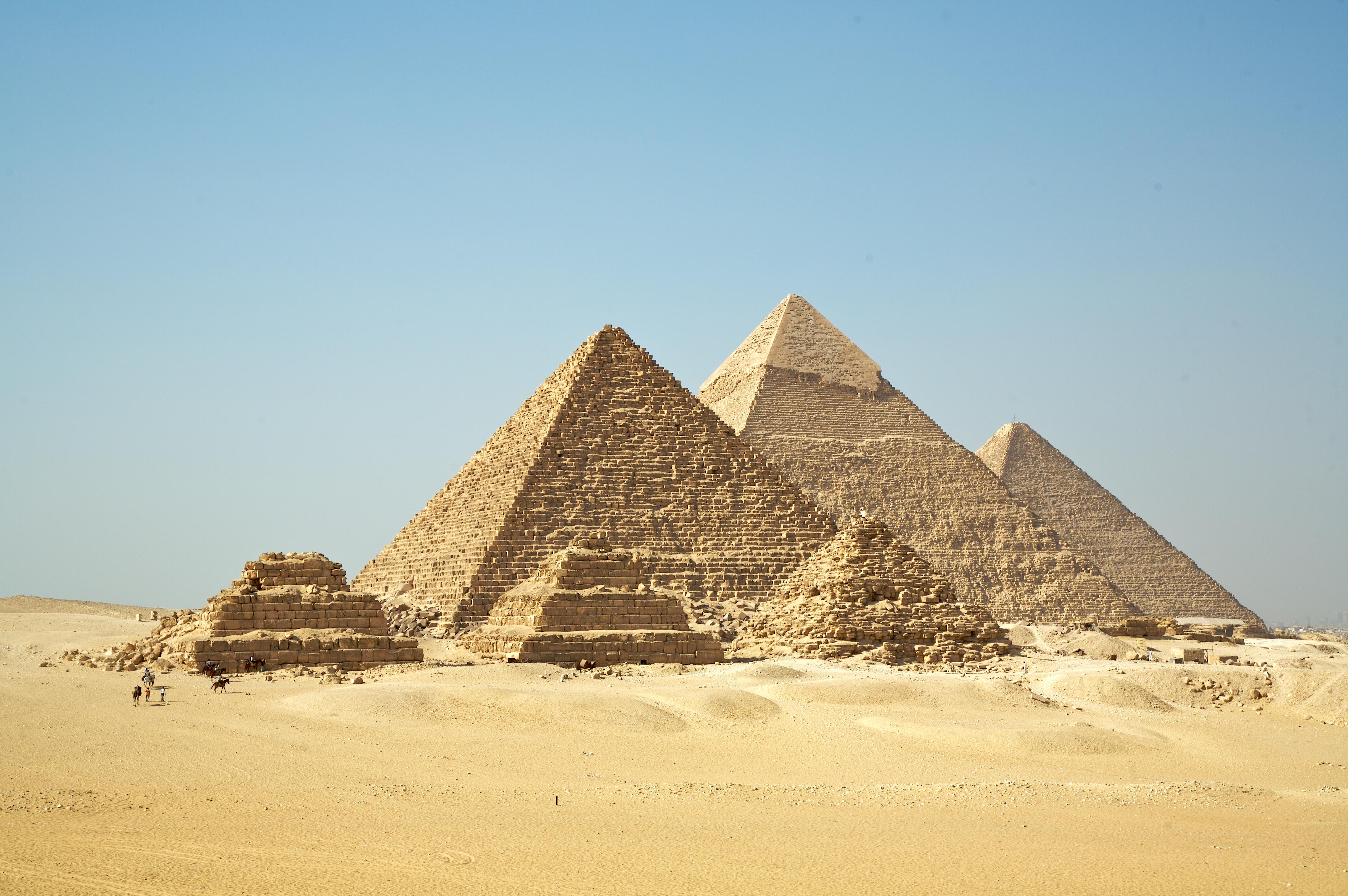 Pyramids at Gizah.jpg