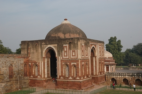 Motley Delhi: The tall... Quwwat Ul Islam Mosque