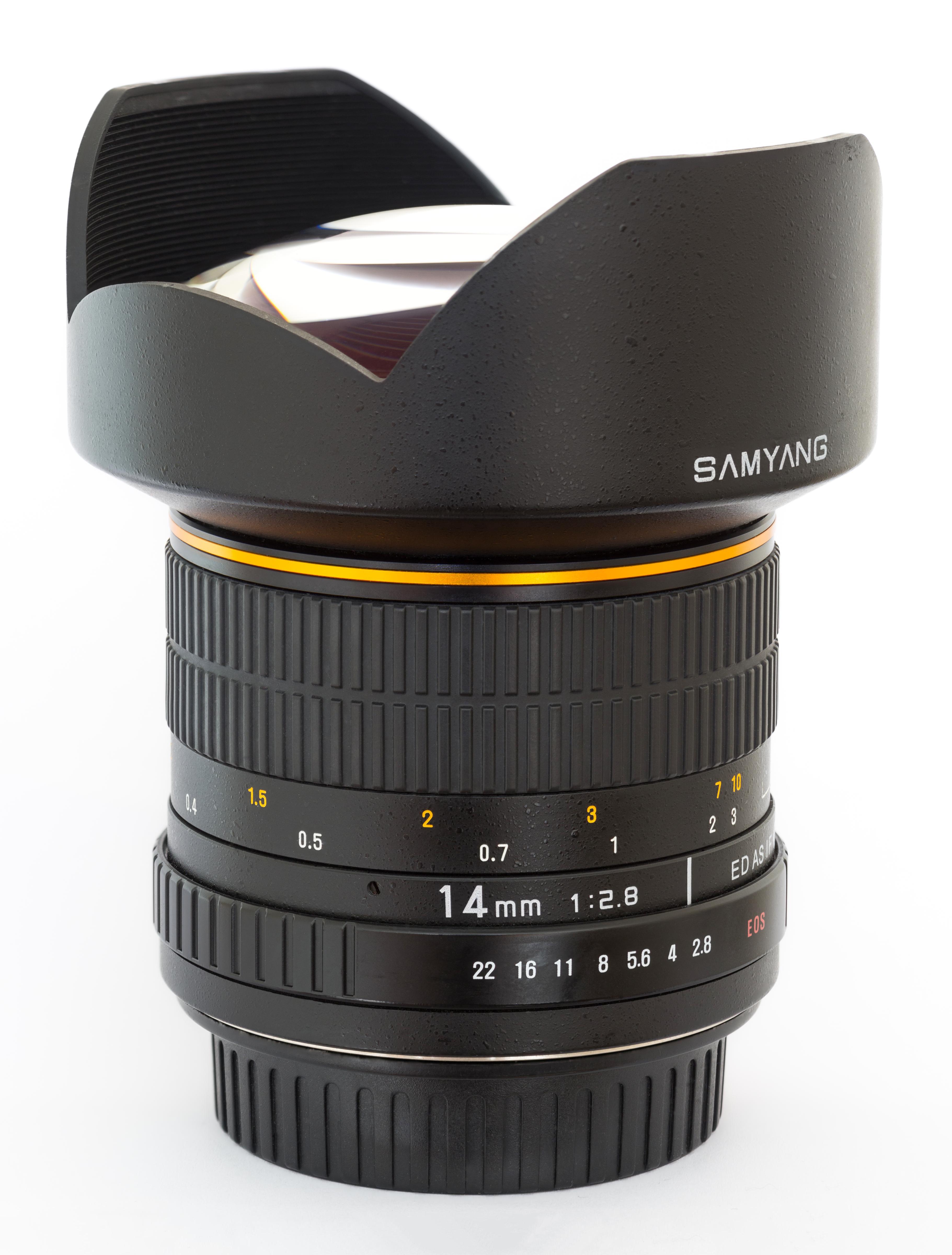 https://upload.wikimedia.org/wikipedia/commons/9/9f/Samyang_14mm_f2.8_lens_-_Diliff.jpg