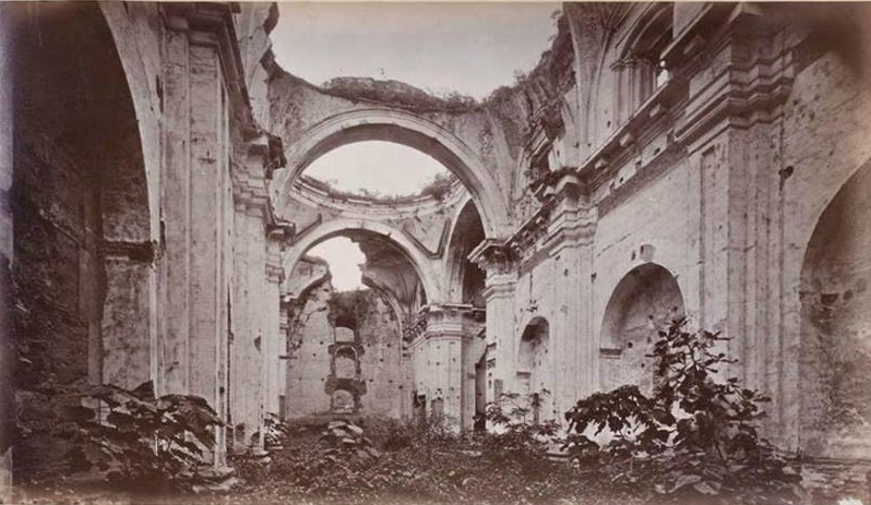 Iglesia de San Francisco en Antigua Guatemala en 1875. Fotografía de Edaweard Muybridge, via Wikimedia Commons