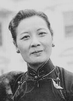 Soong May-ling wearing China Air Force pin.jpg