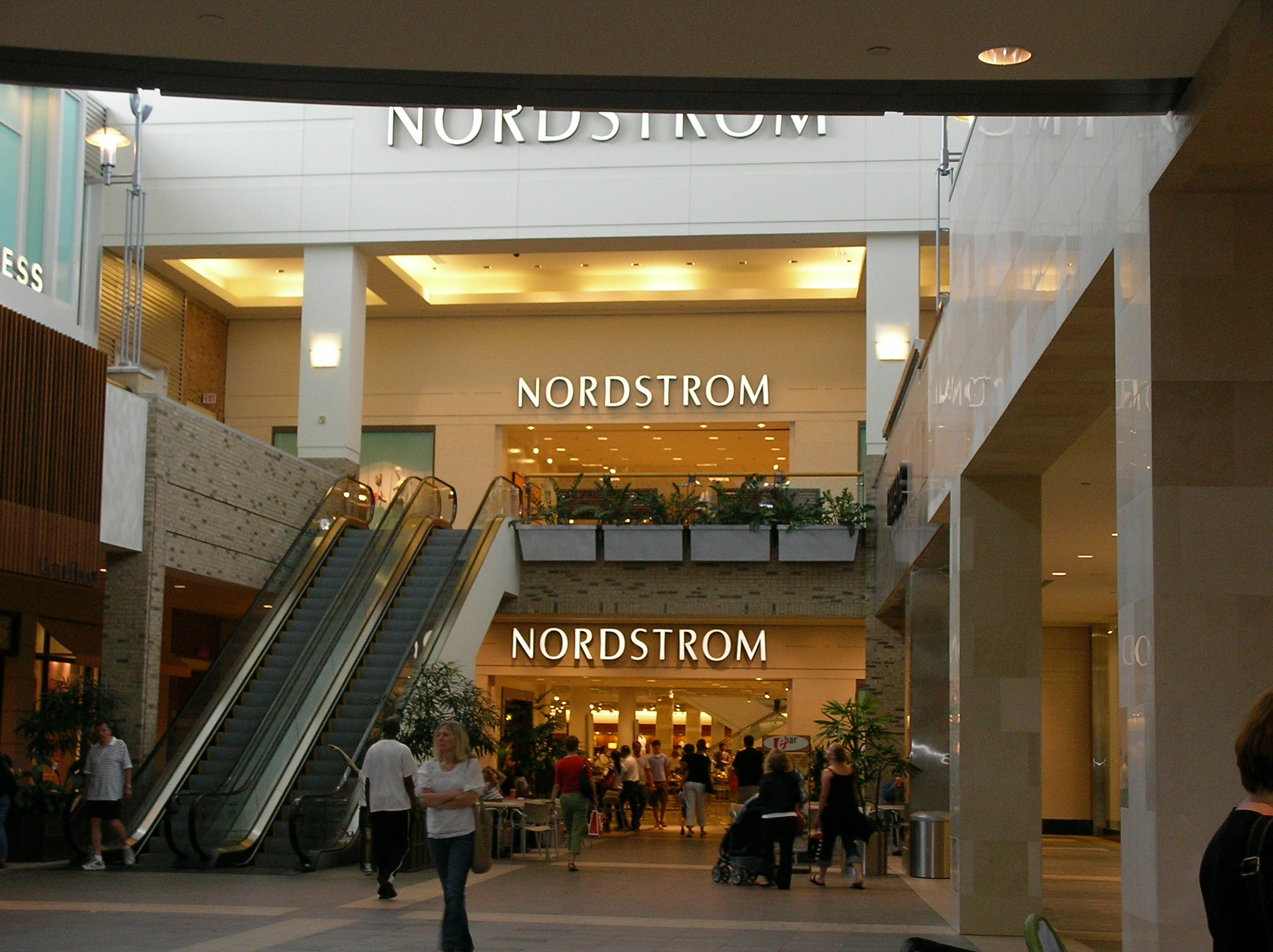 Description Southpoint Mall Nordstrom.JPG