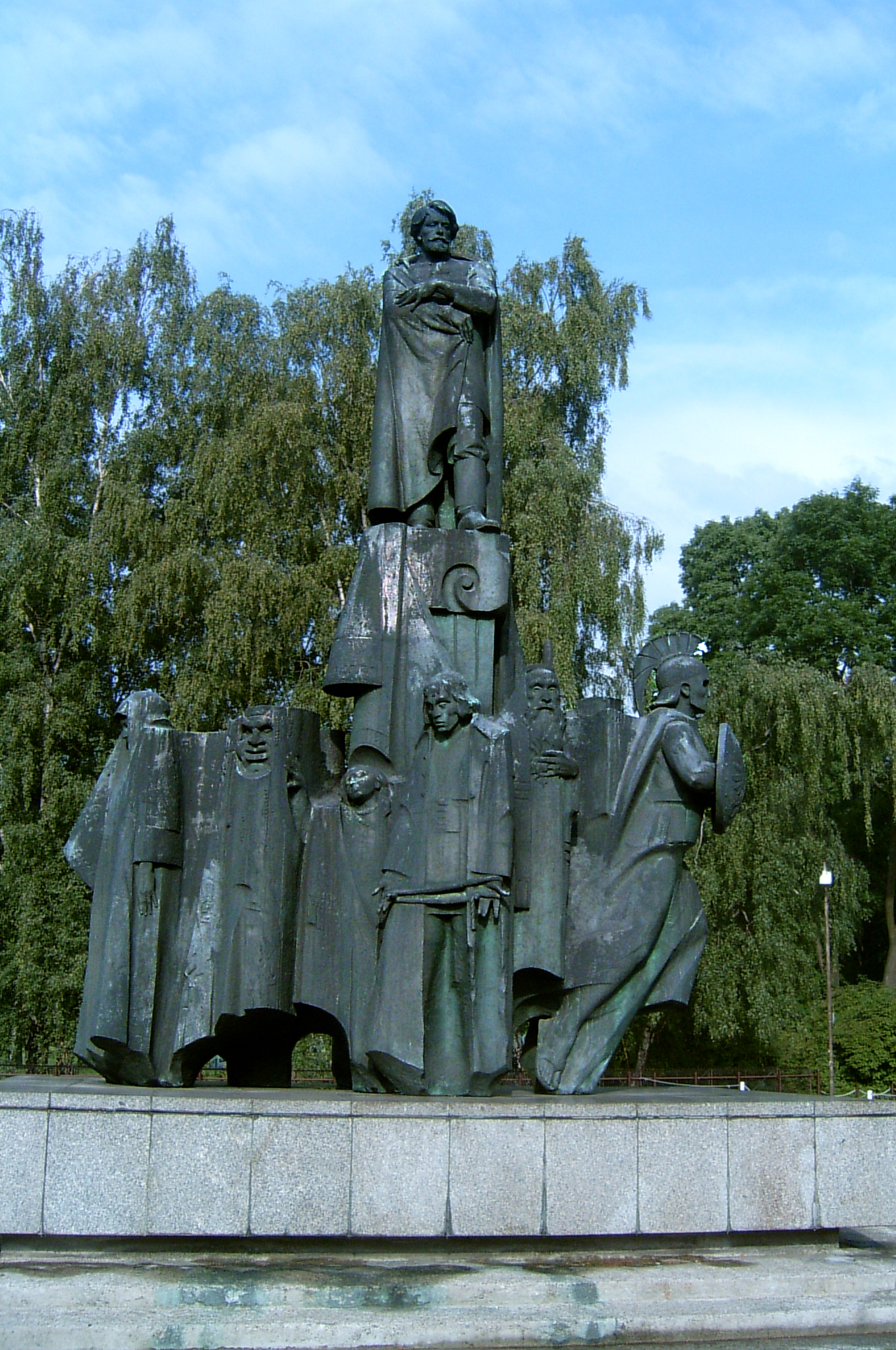 https://upload.wikimedia.org/wikipedia/commons/9/9f/Stanis%C5%82aw_Wyspia%C5%84ski_Monument_in_Krak%C3%B3w_2.jpg