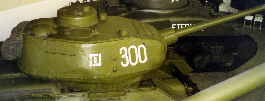 The 3-man T-34/85 turret - a significant improvement over the T-34 model 1943 hexagonal turret.