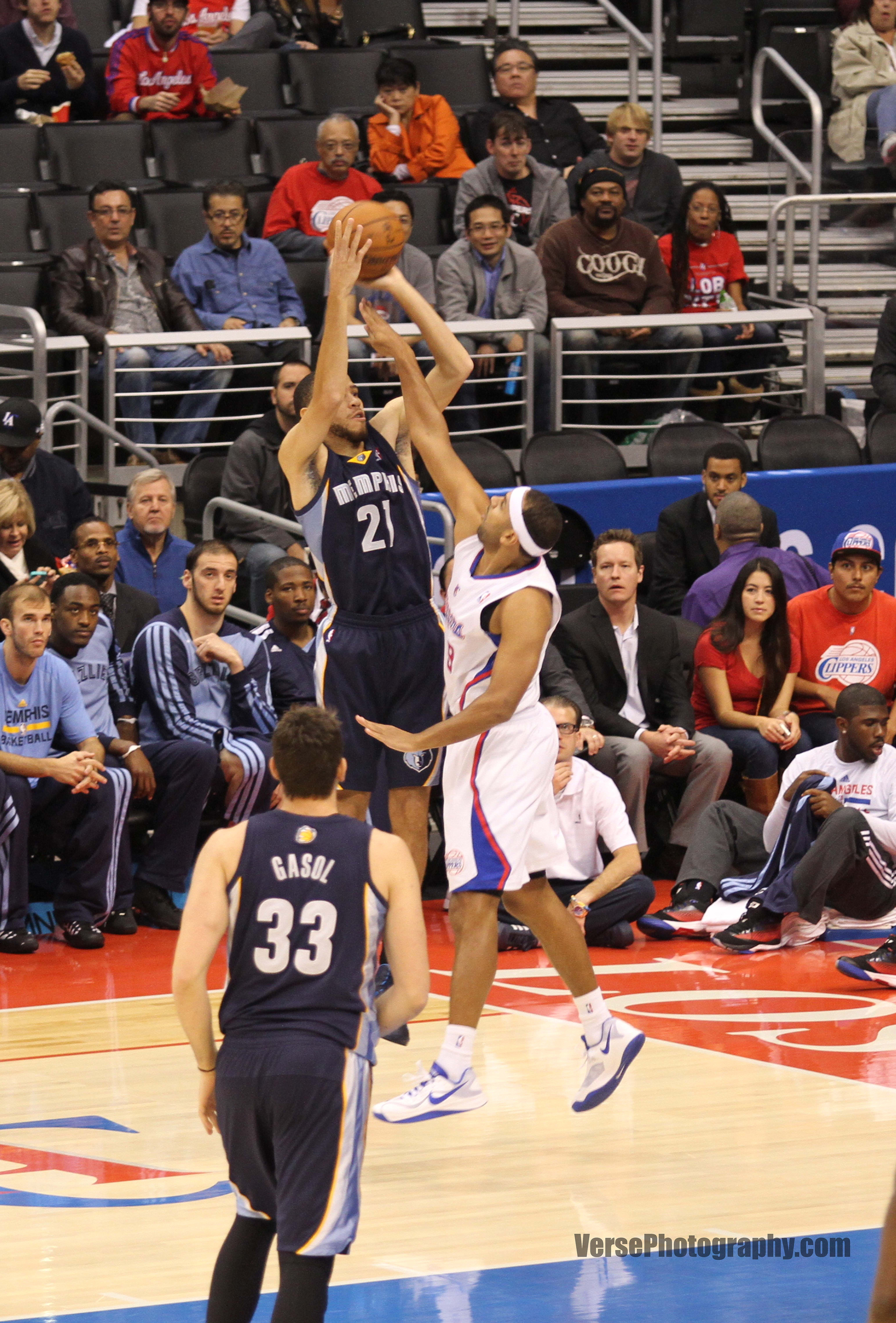 File Tayshaun Prince shooting Clippers v Grizzles