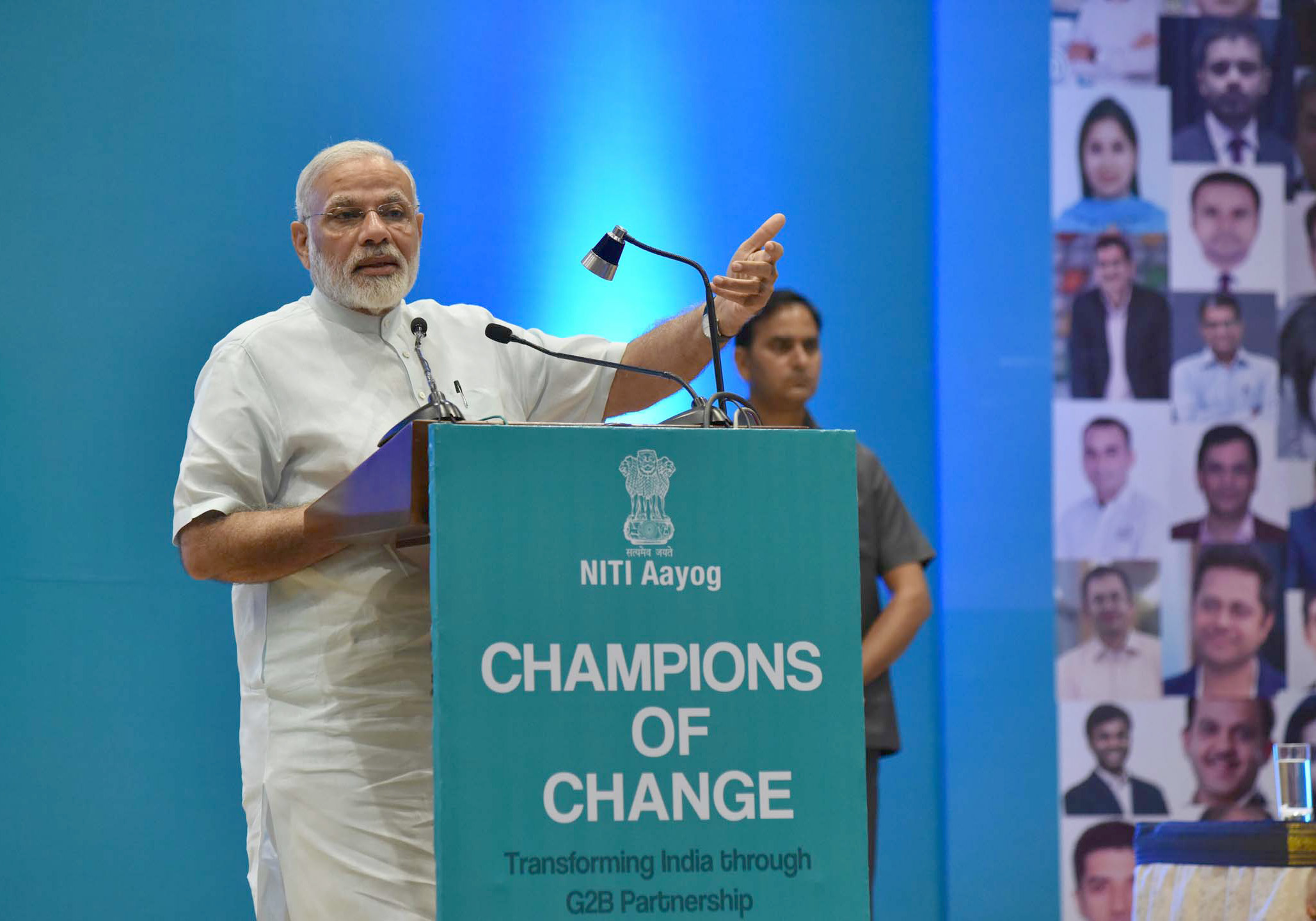 Minister, Shri Narendra Modi addressing the young entrepreneurs at the Champions of Change programme, organised by the NITI Aayog, in New Delhi on August