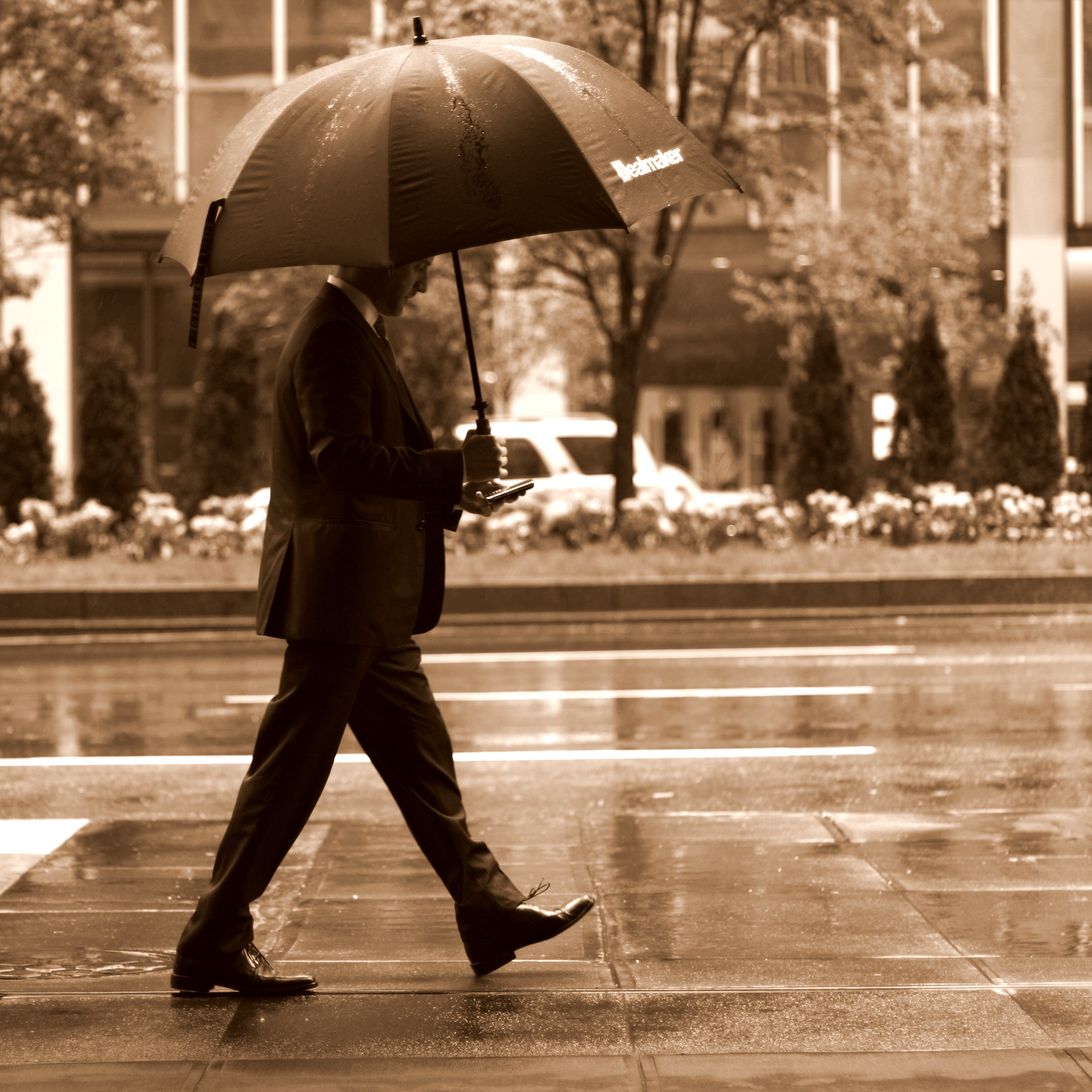 analysis the unbrella man So lets break down the song into an analysis and break out the truth of  jay-z  also calls himself 'rain man' who is already possessed, so he.