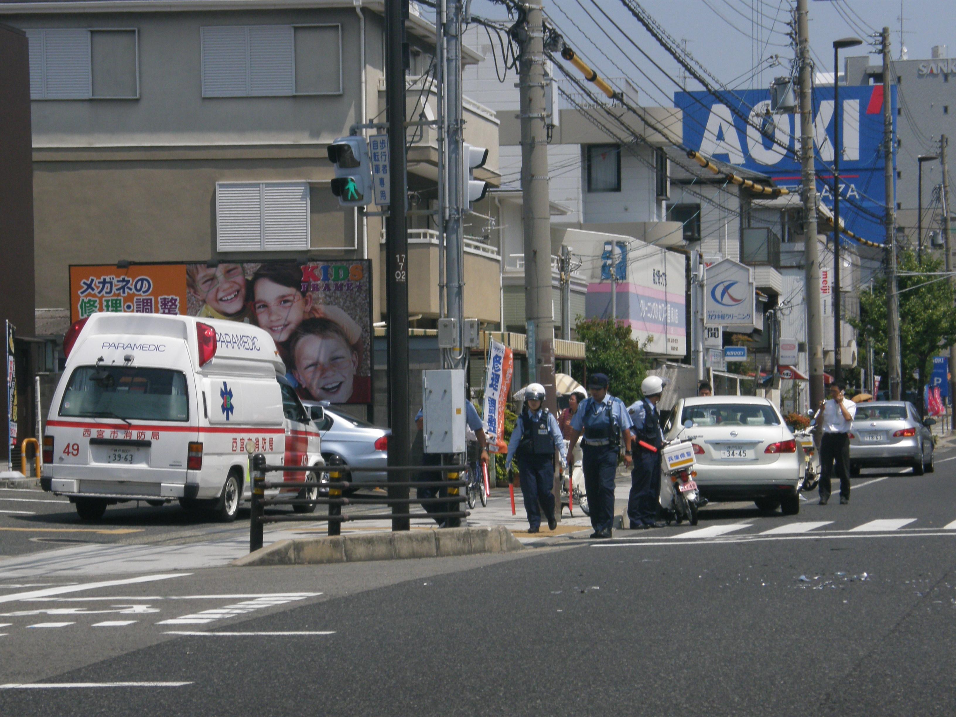 Traffic collision Nishinomiya, Hyogo 交通事故(西宮市).jpg