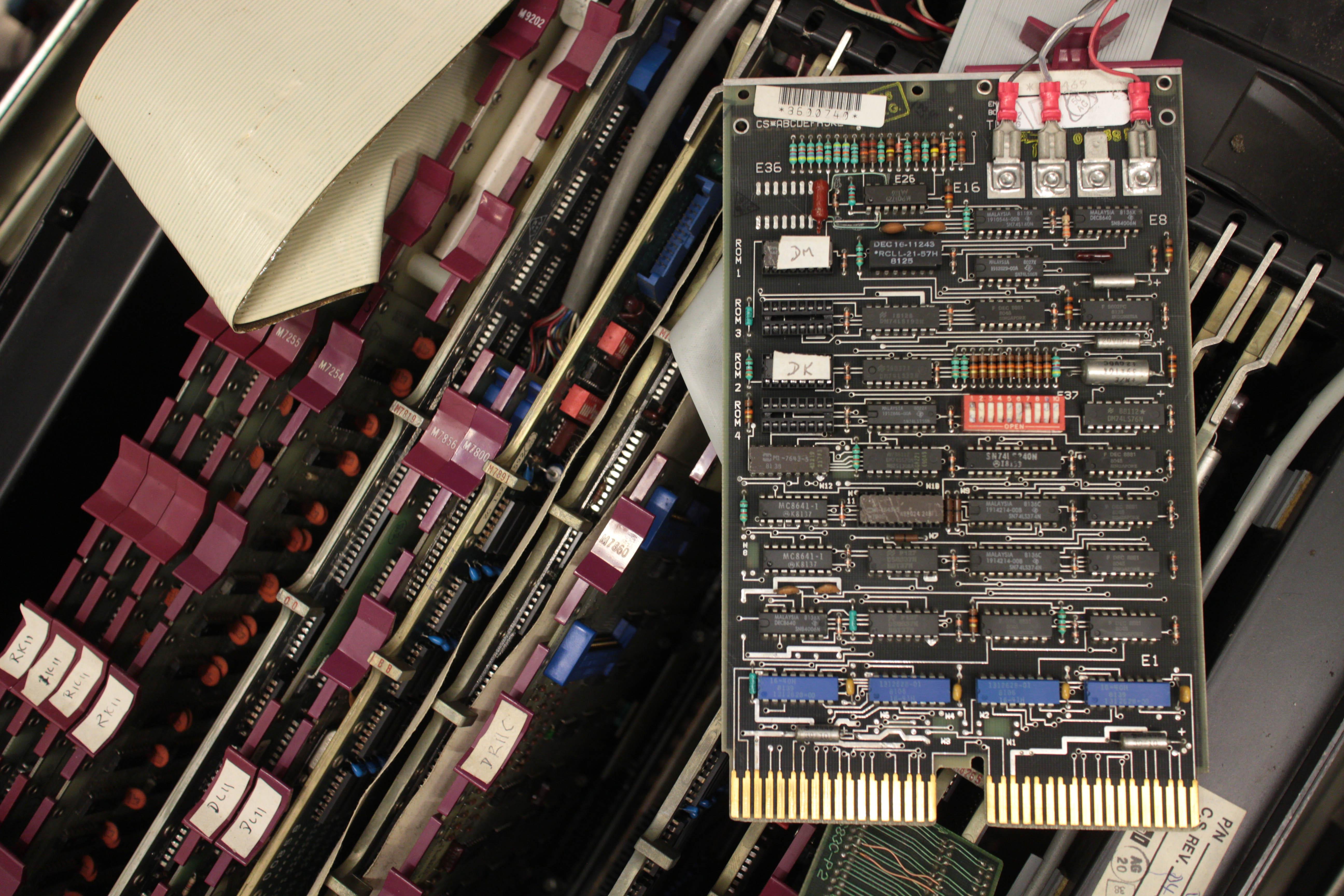 Unibus_terminator_card.jpg