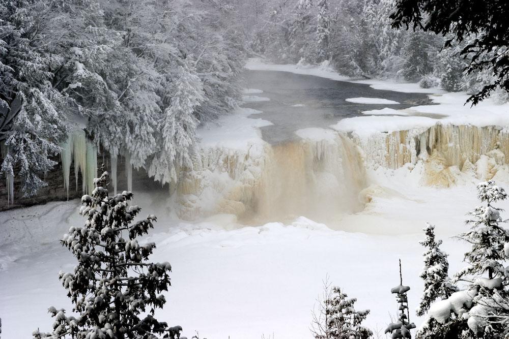 [Image: Upper_Tahquamenon_Falls.jpg]