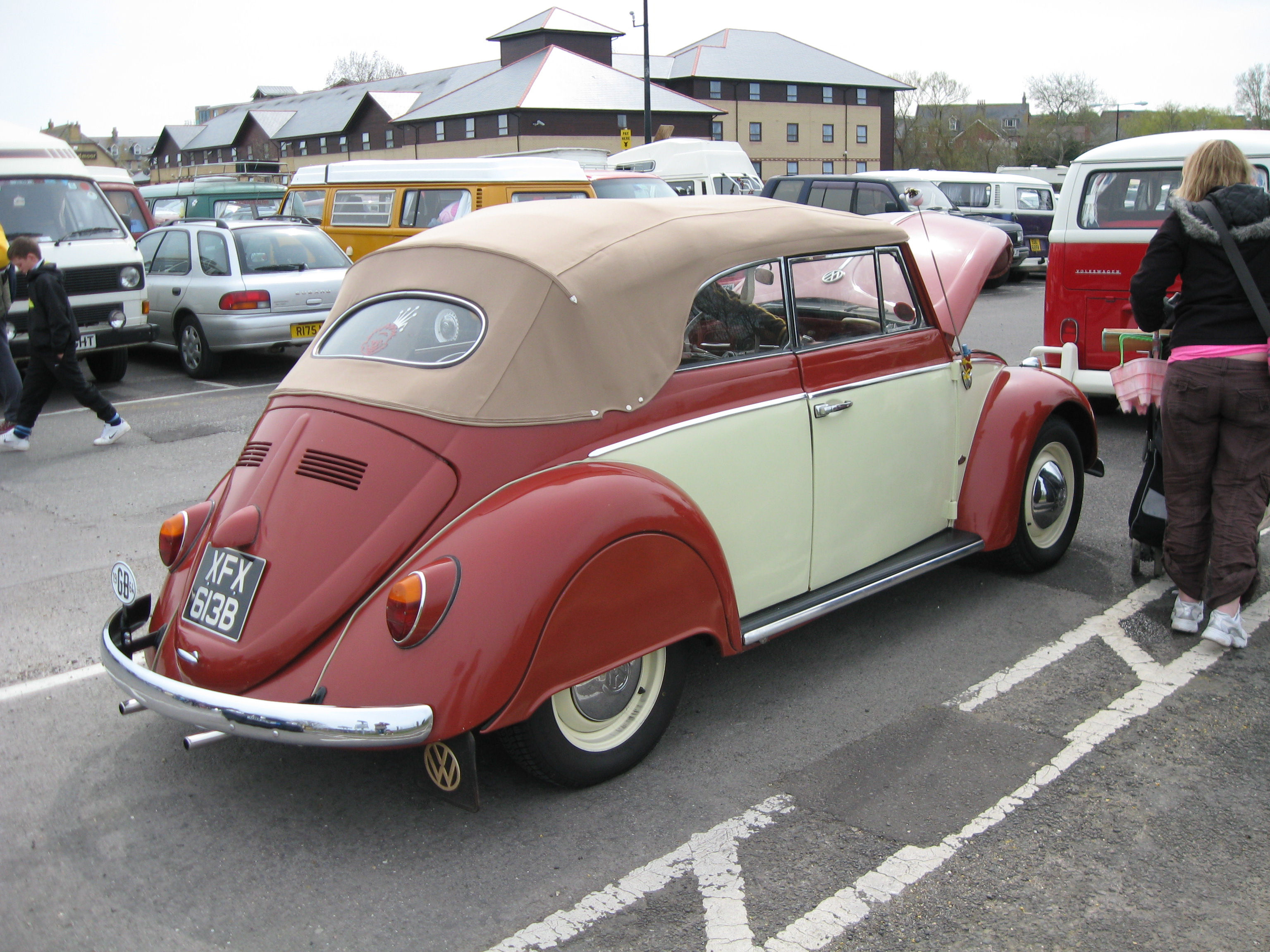 VW_1200_Beetle_Cabriolet_with_Spats_%287