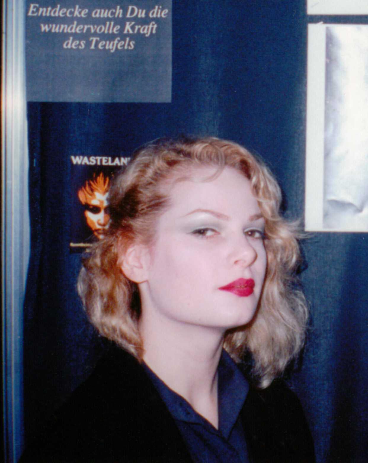File:ZeenaSchreck, 198... Taylor Swift Age